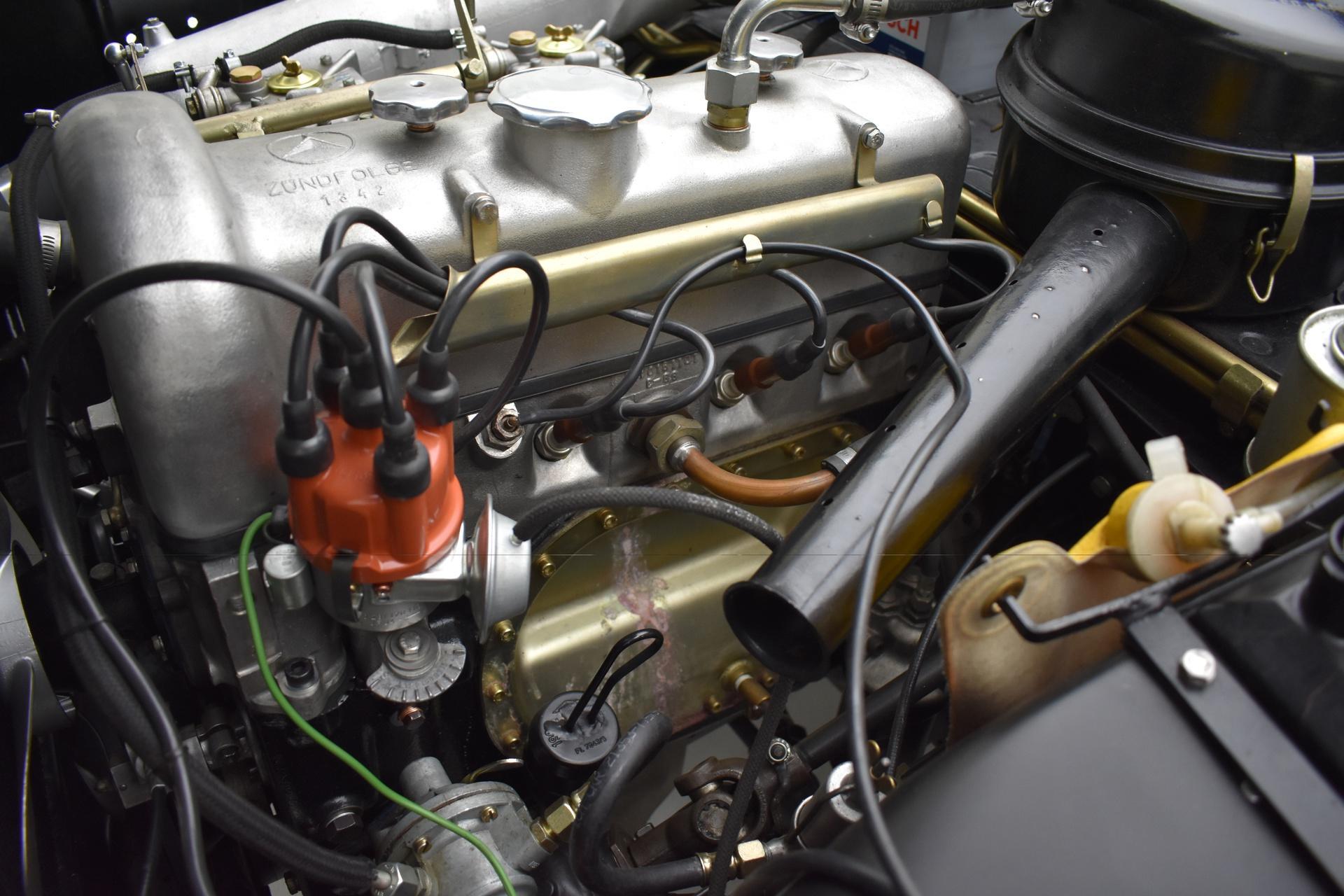Mercedes-Benz 190 SL Roadster engine