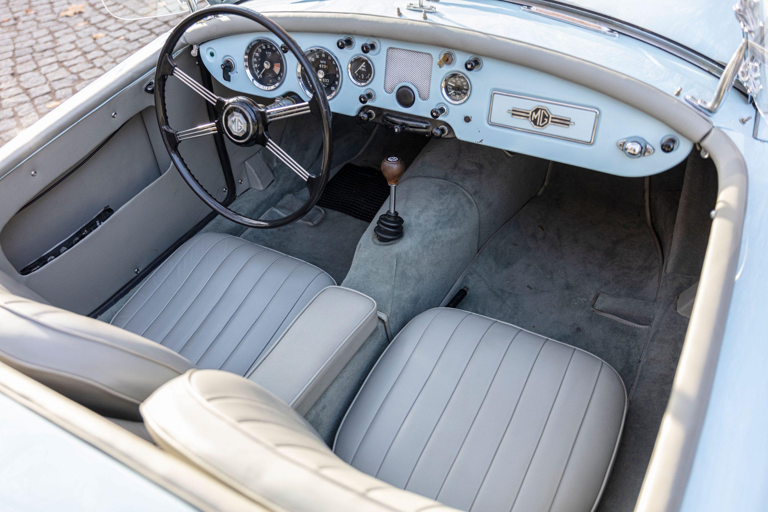 MG MGA 1500 Roadster interior