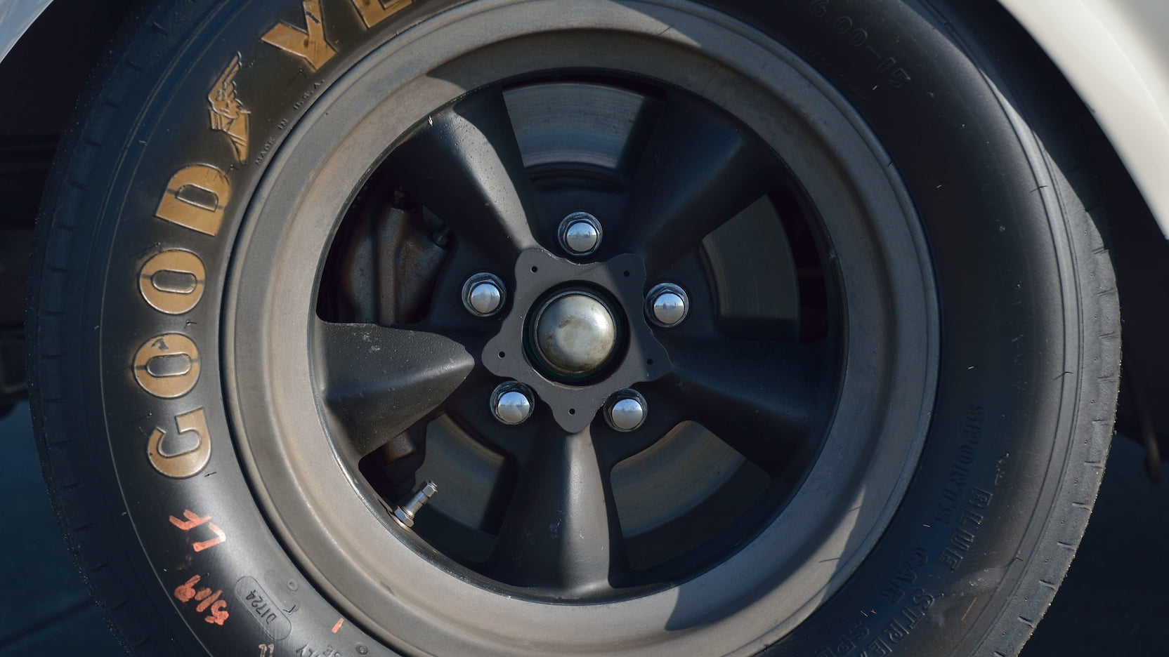 Shelby GT350R Fastback wheel detail