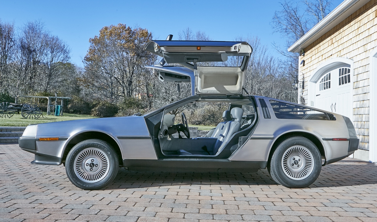 1981 DeLorean DMC-12 5-Speed side profile doors up