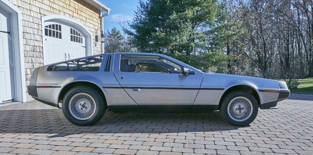 1981 DeLorean DMC-12 5-Speed side profile