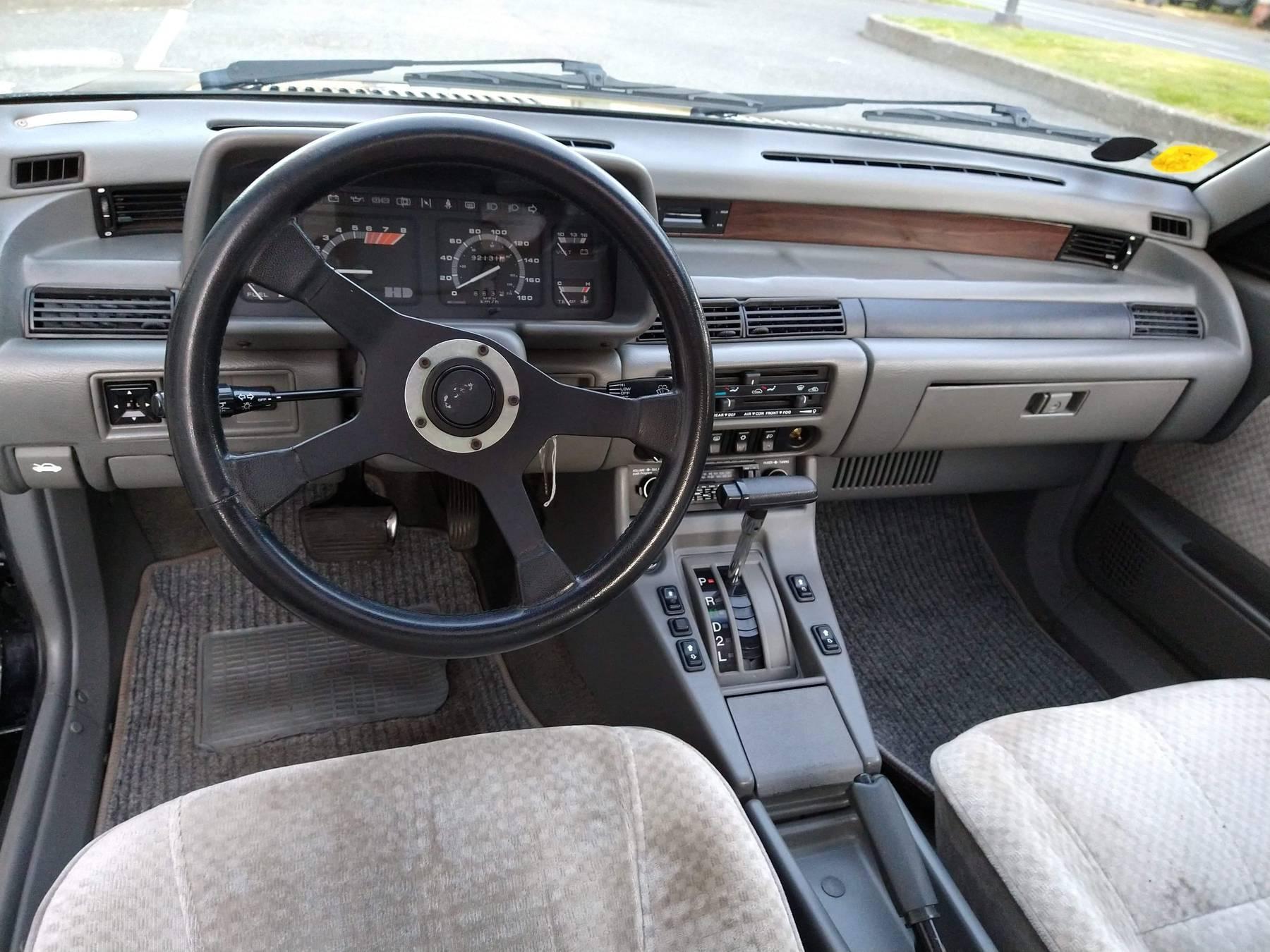 1986 Hyundai Stellar Executive interior