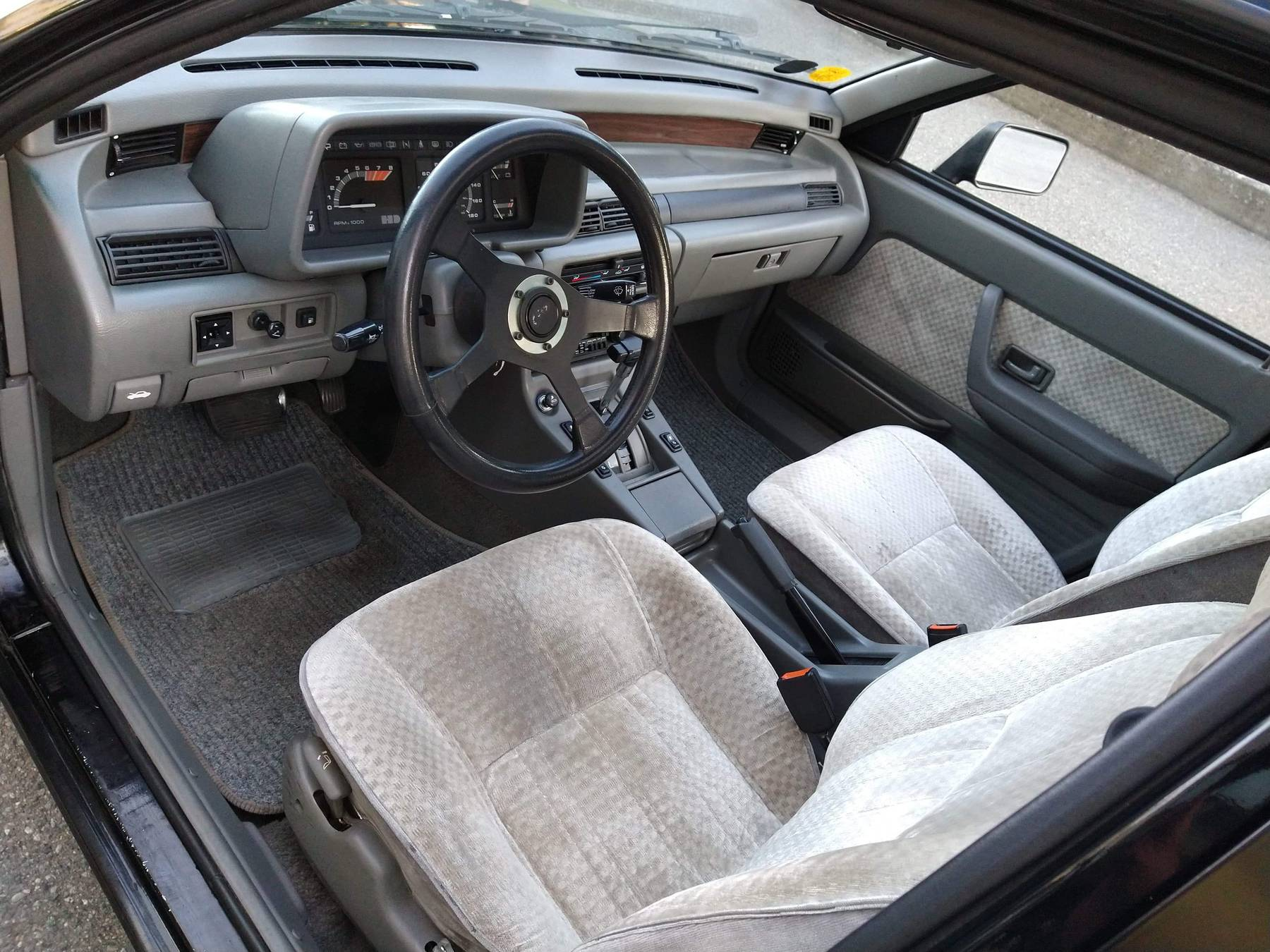 1986 Hyundai Stellar Executive interior drivers side