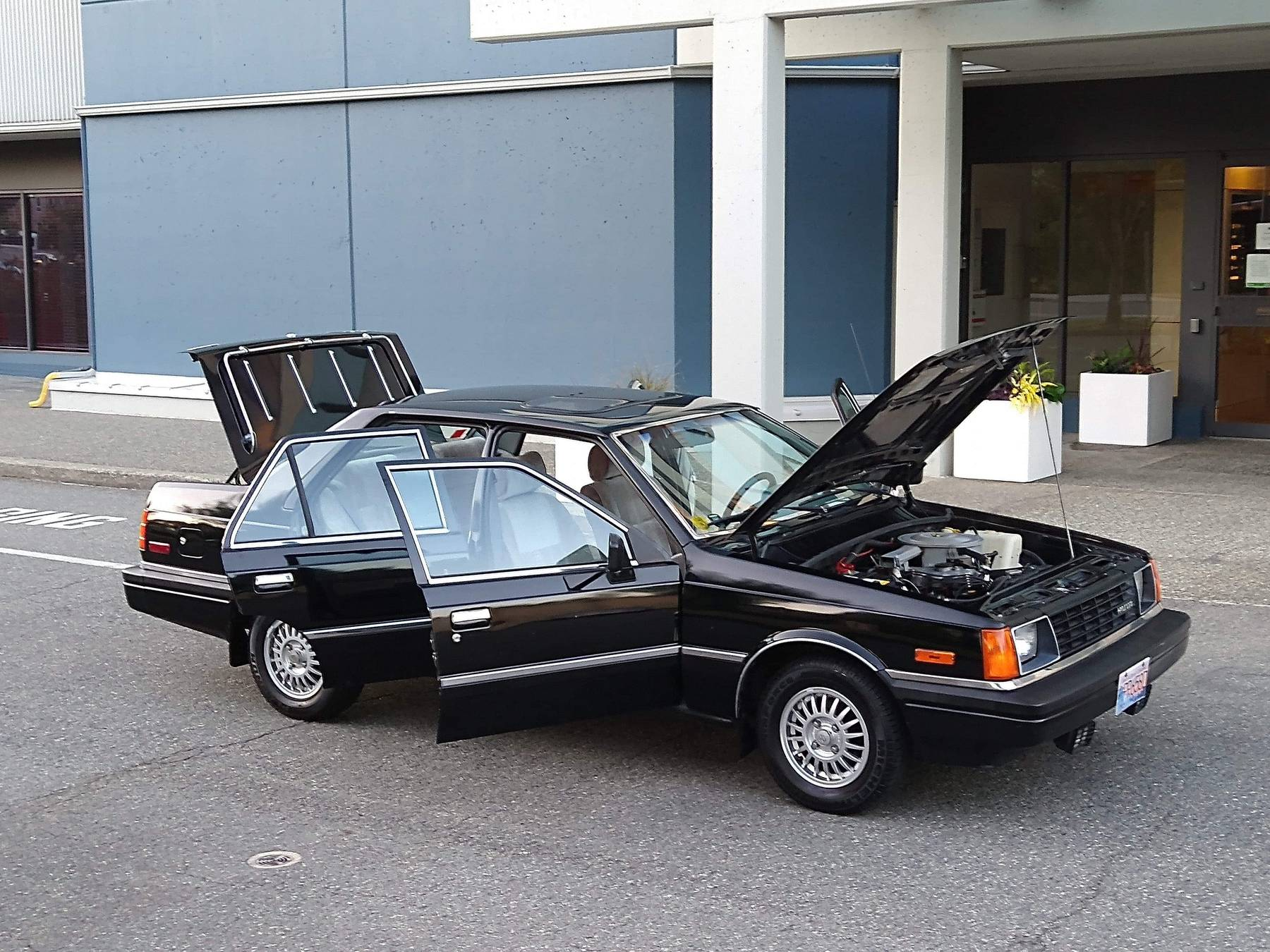 1986 Hyundai Stellar Executive front three-quarter
