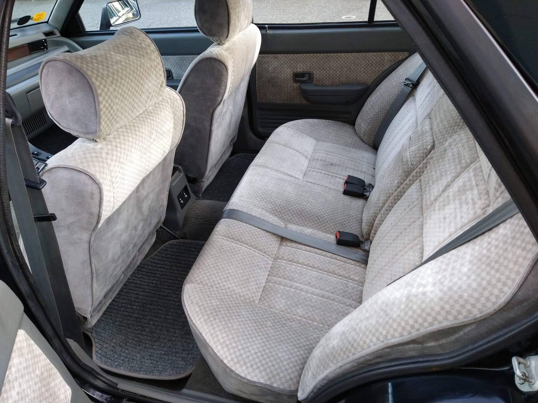 1986 Hyundai Stellar Executive rear seat