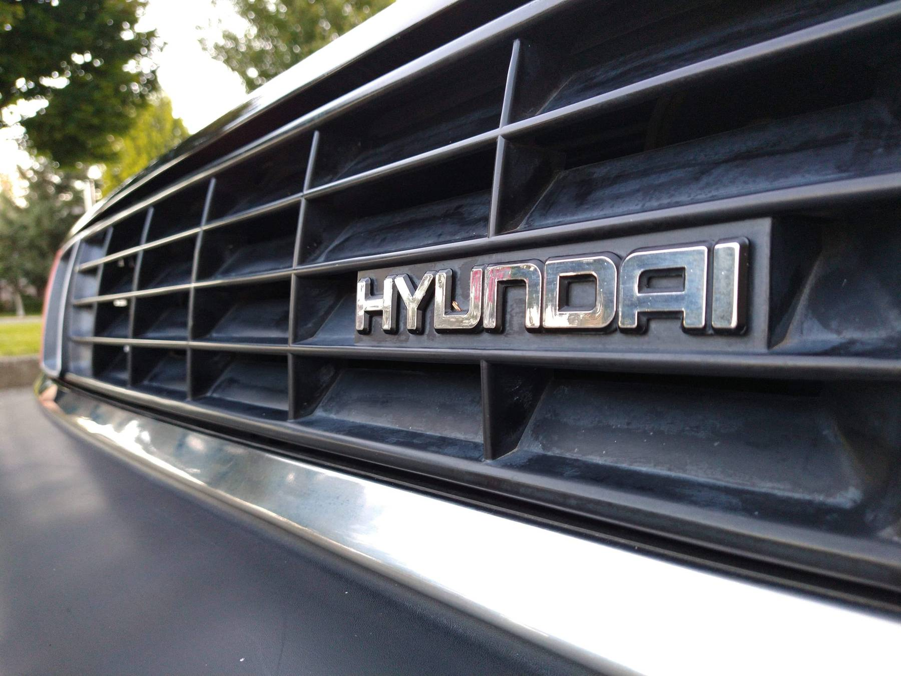 1986 Hyundai Stellar Executive front grille emblem