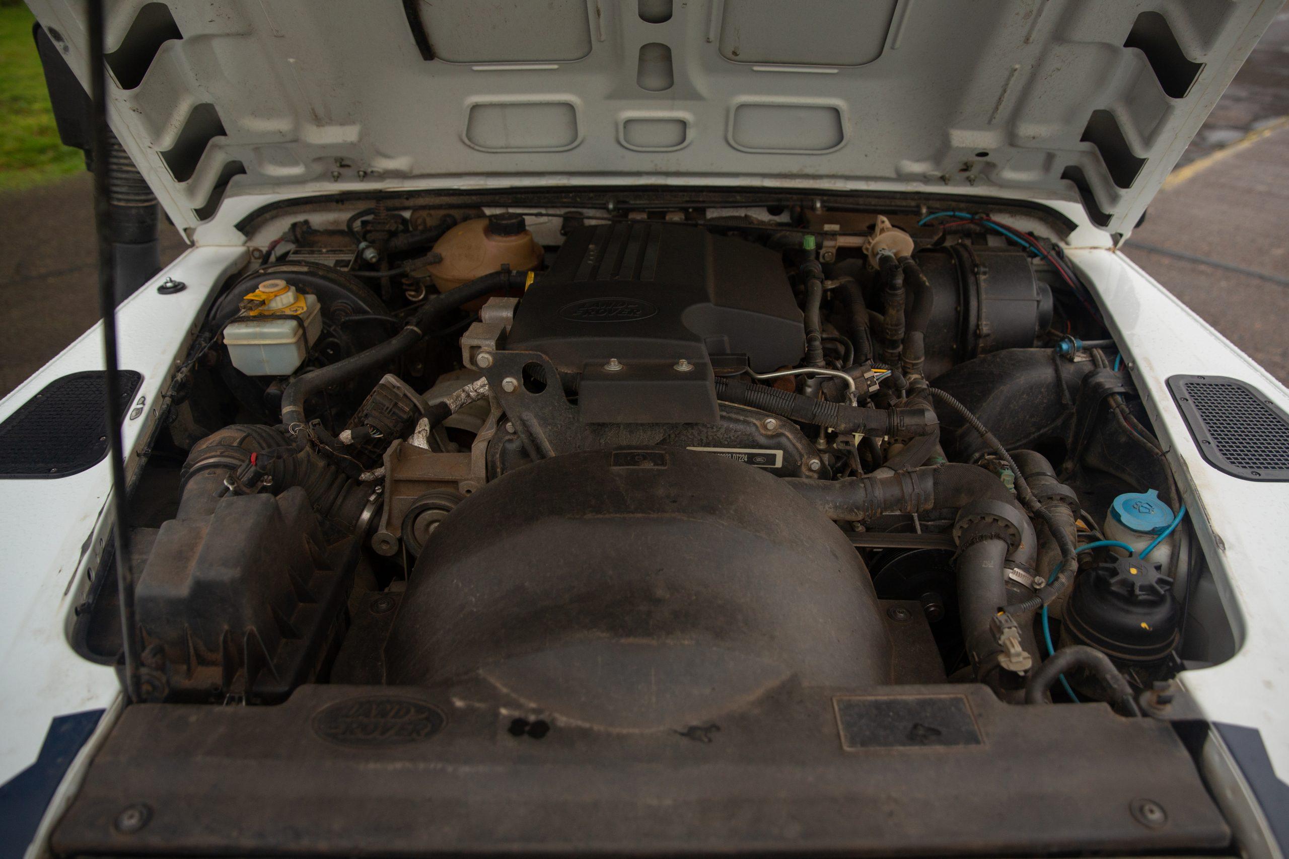 Land Rover Defender 90 Hardtop engine
