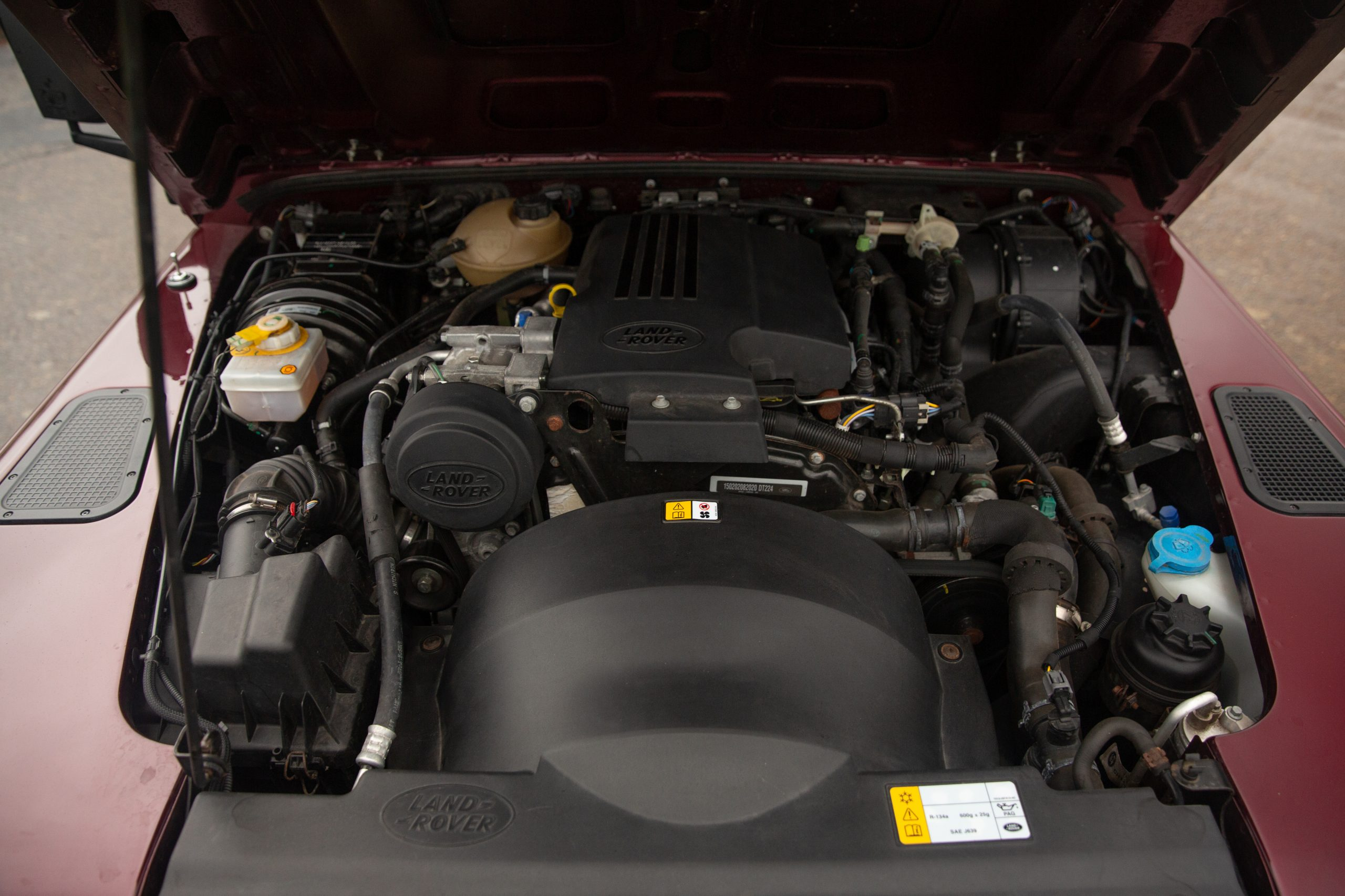 Land Rover Defender 110 Landmark XS engine