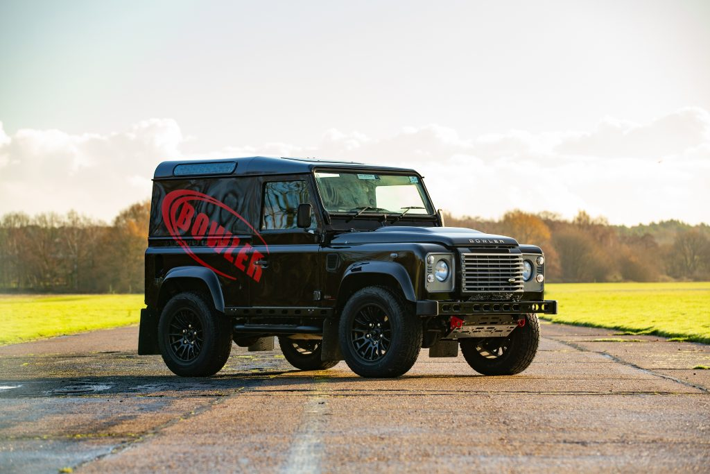 Land Rover Defender 90 Hardtop XS front three-quarter