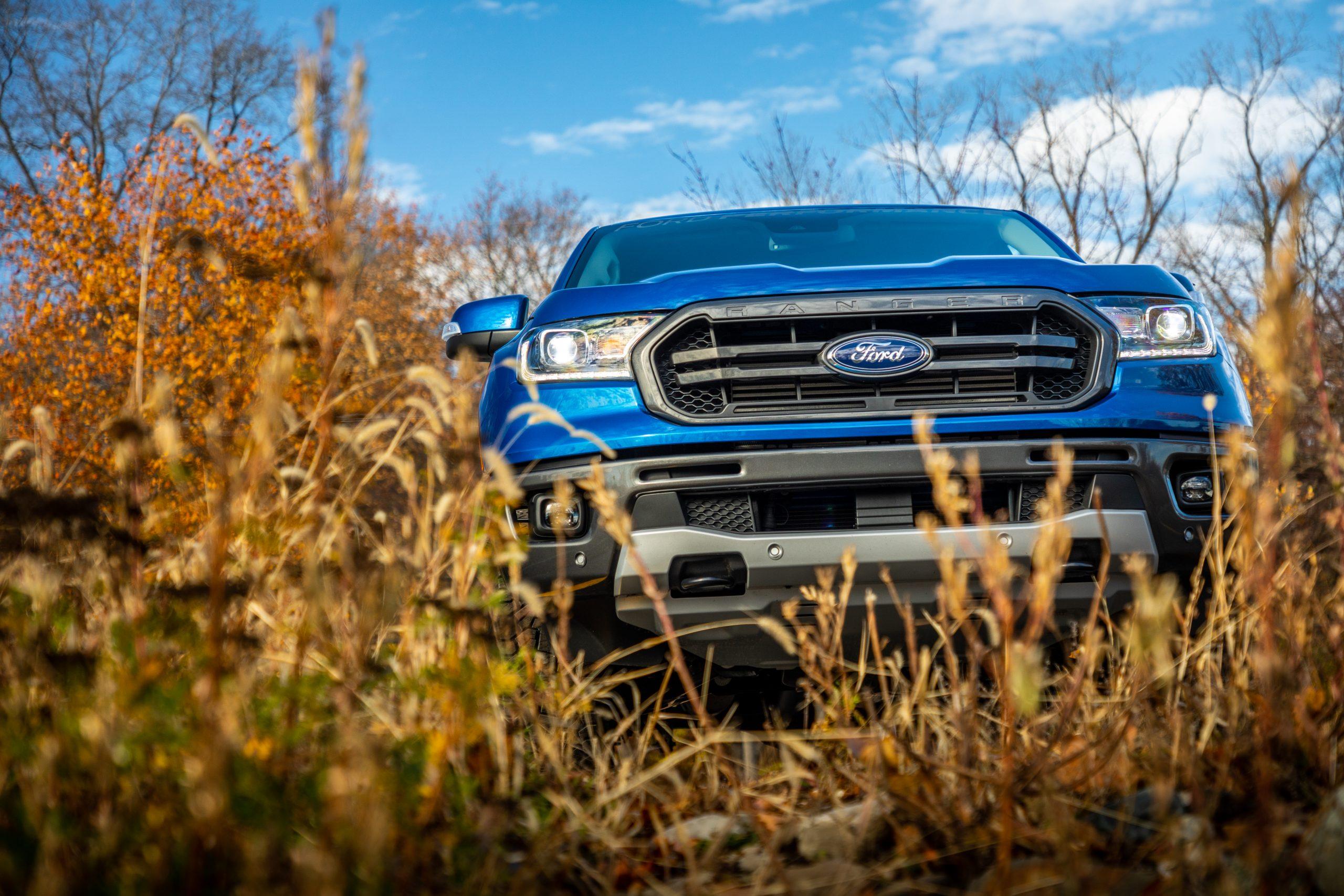 2020 Ford Ranger Lariat CN crawling through the weeds