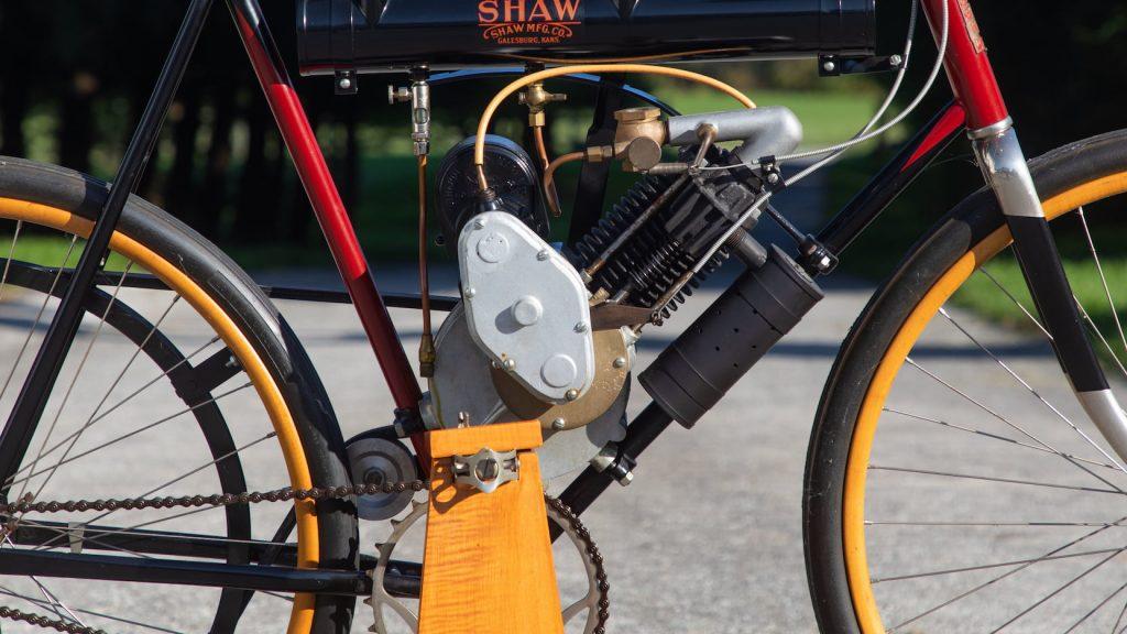 1909 SHAW MOTOR BICYCLE engine close up