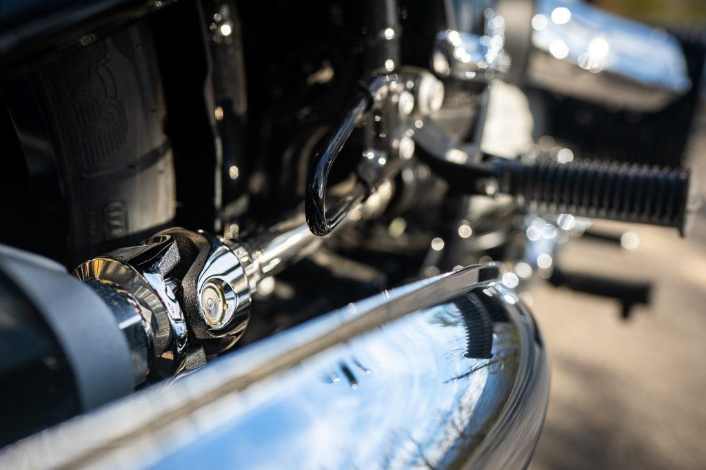 BMW R 18 motorcycle link detail