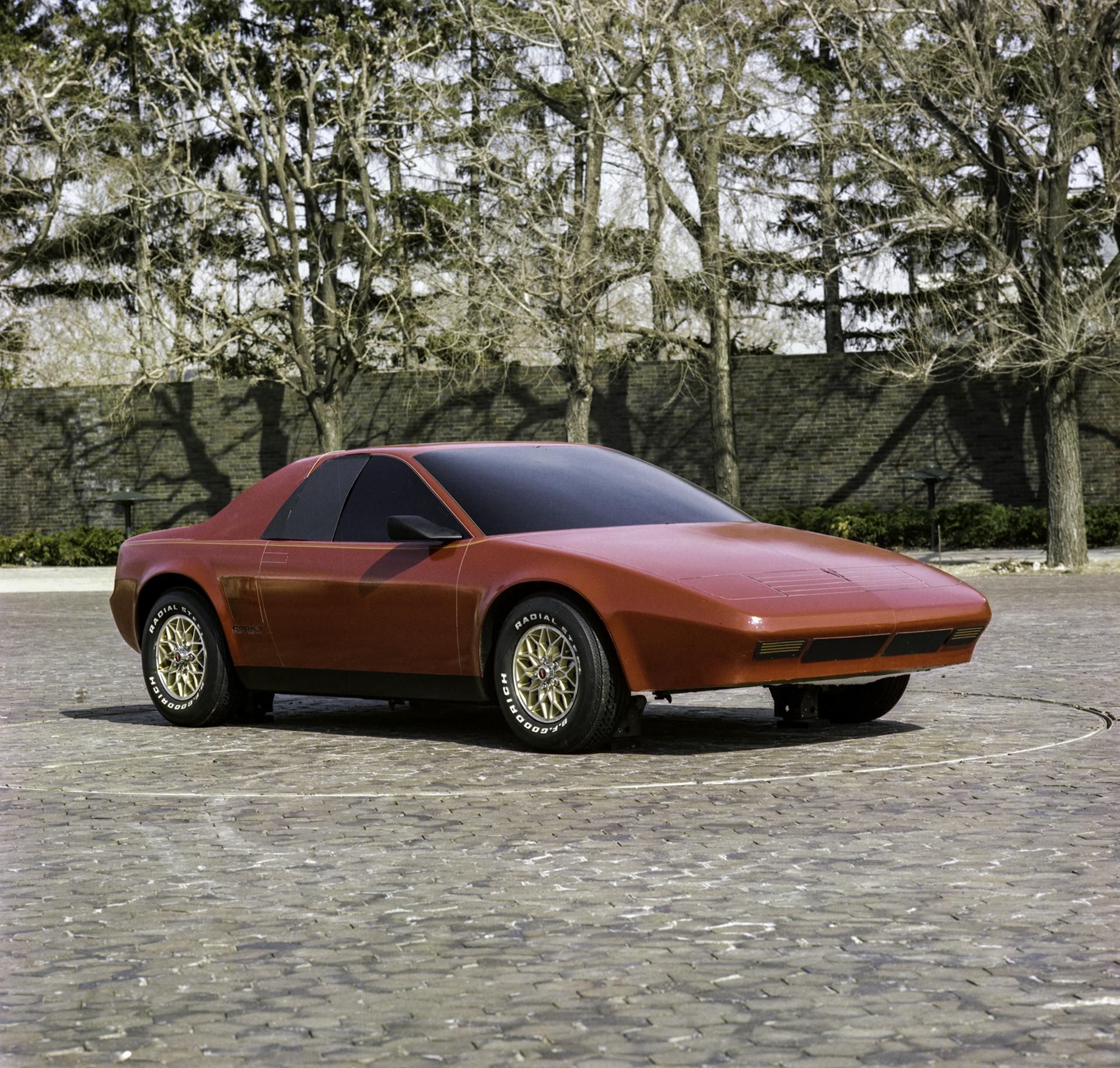 1984 Pontiac P body Fiero front three-quarter