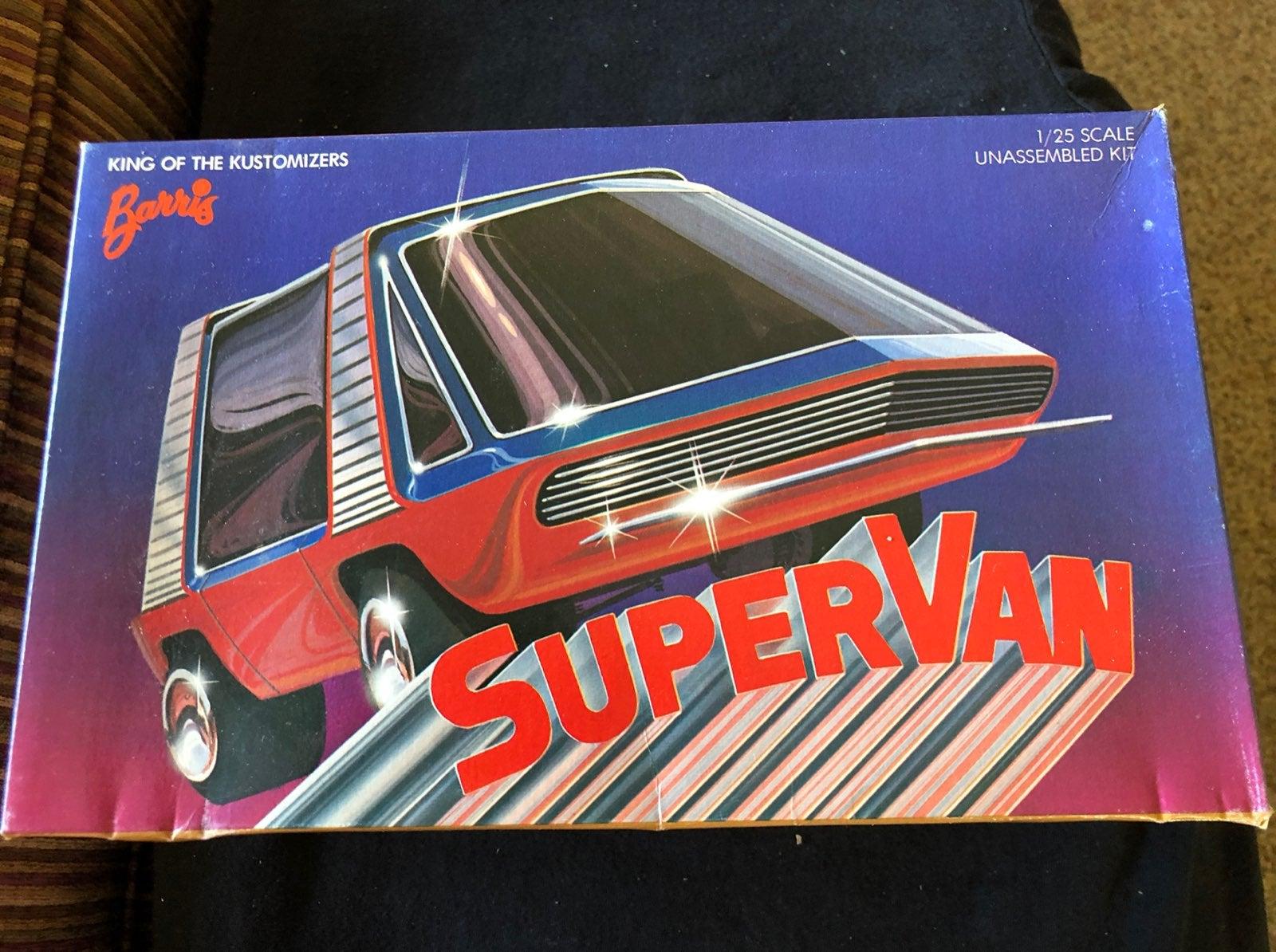 Hollywood Legends Super Van scale model kit cover