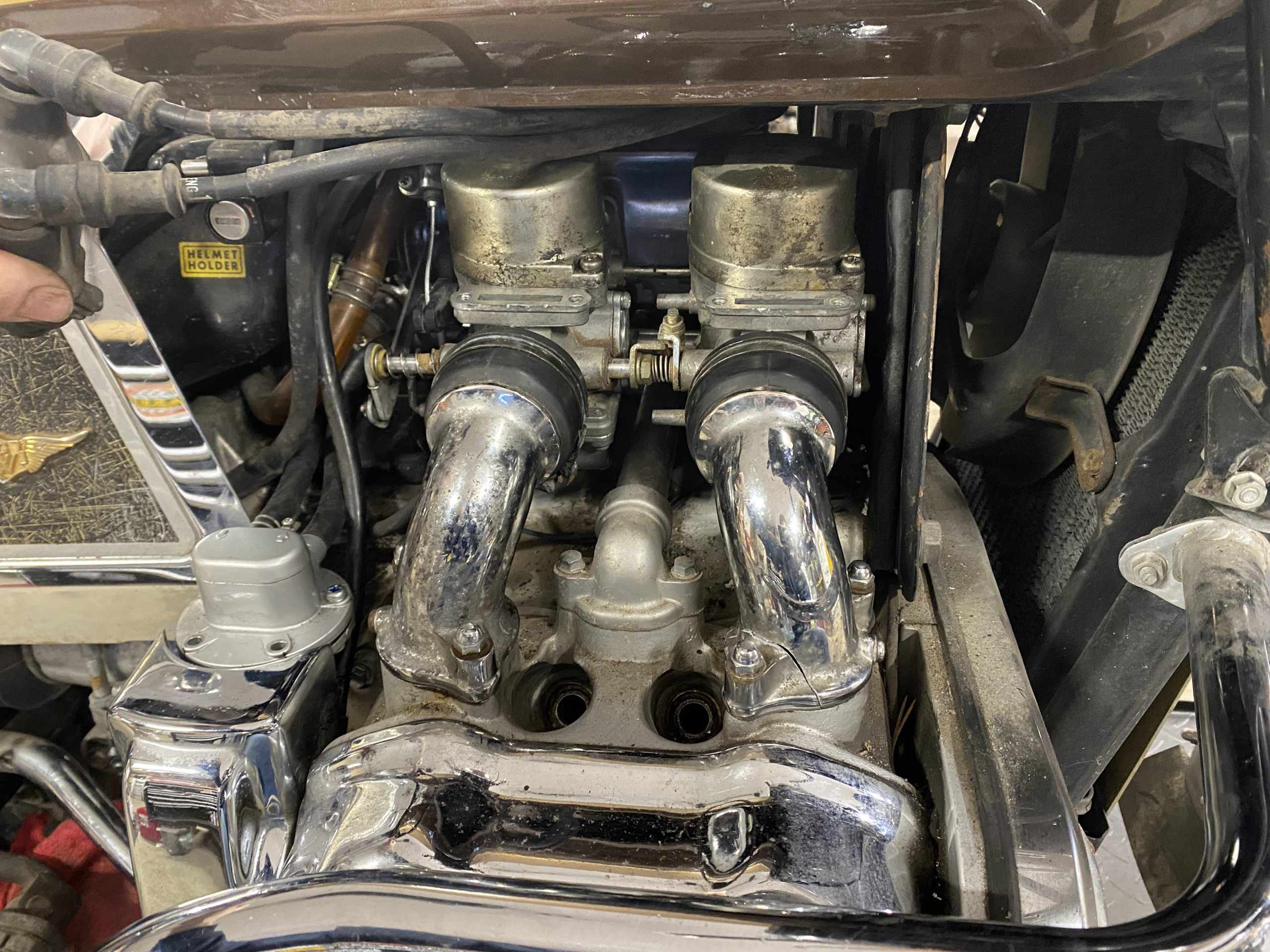 broken Goldwing intake runner wide