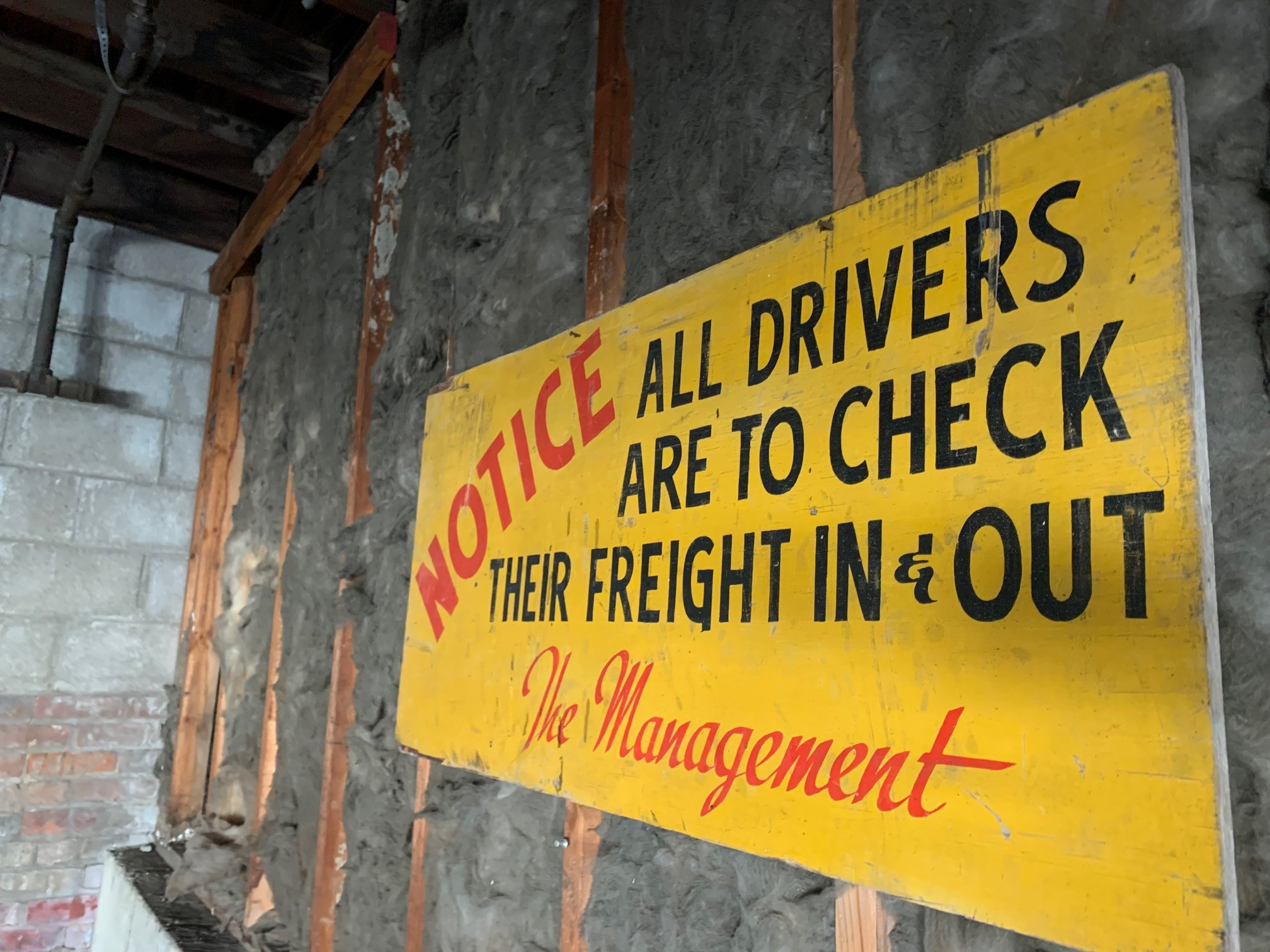 Jackson Automobile Factory - Notice to drivers on loading dock 1