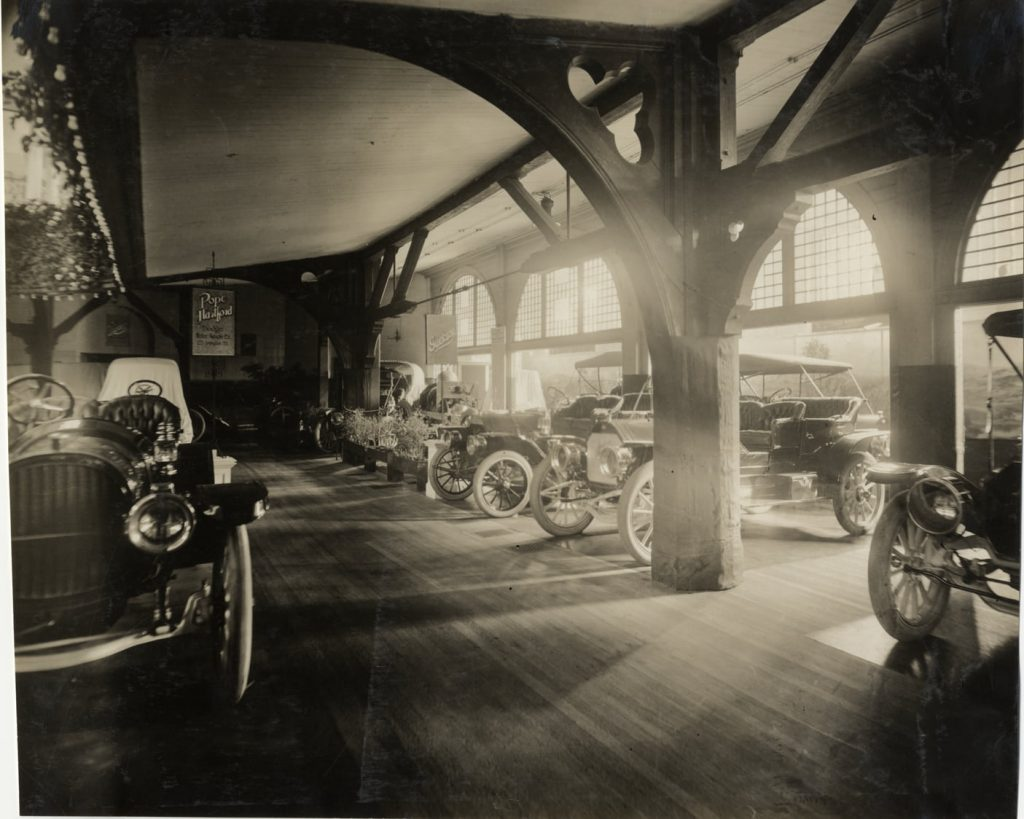 Jackson Automobile showroom in period
