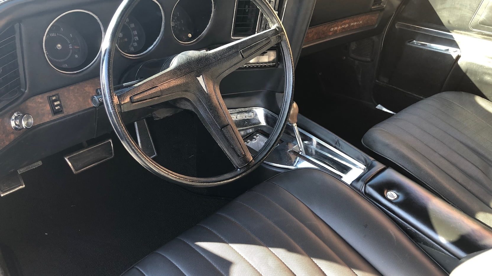 1969 Pontiac Grand Prix SJ steering wheel