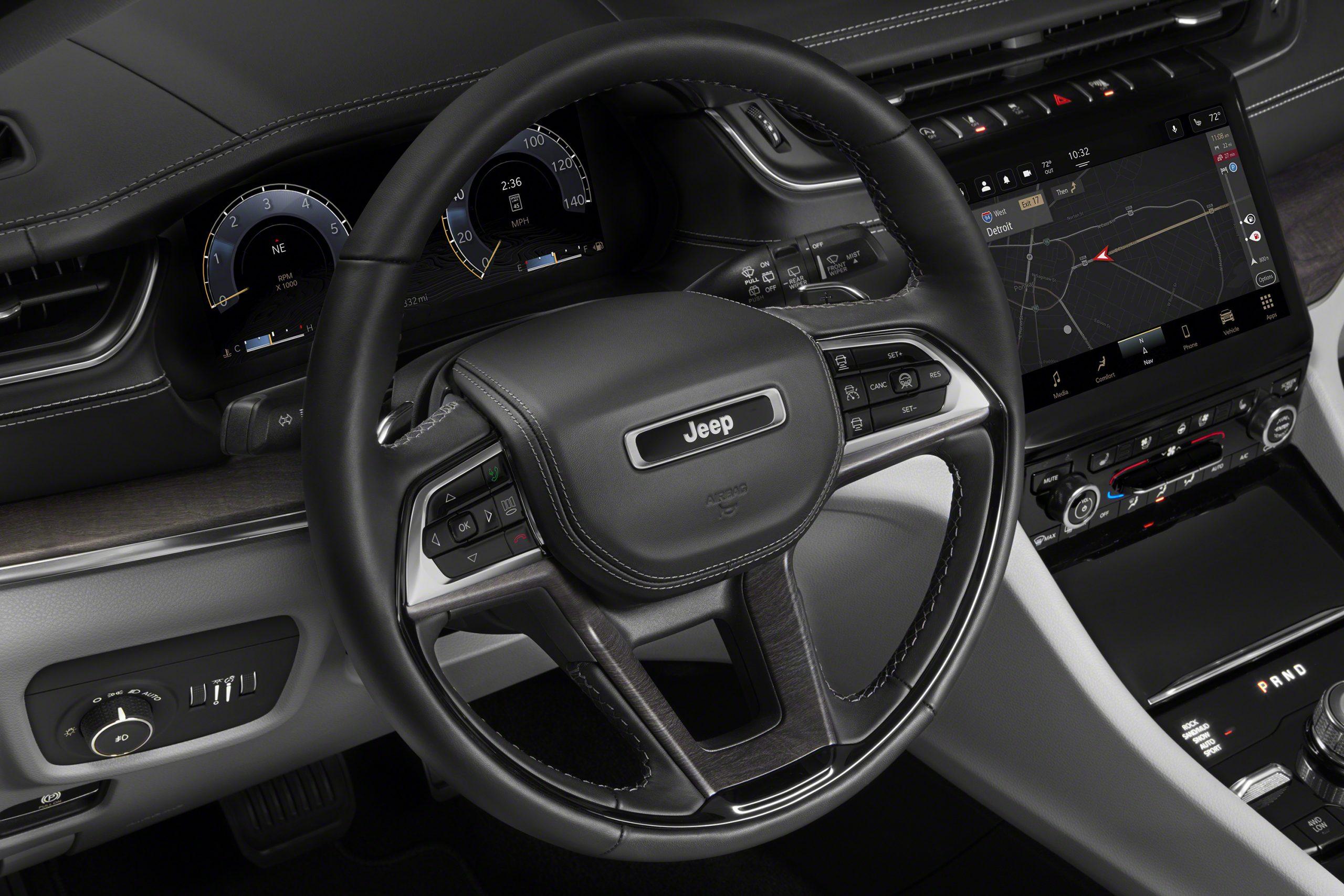 Jeep Grand Cherokee L Overland steering wheel