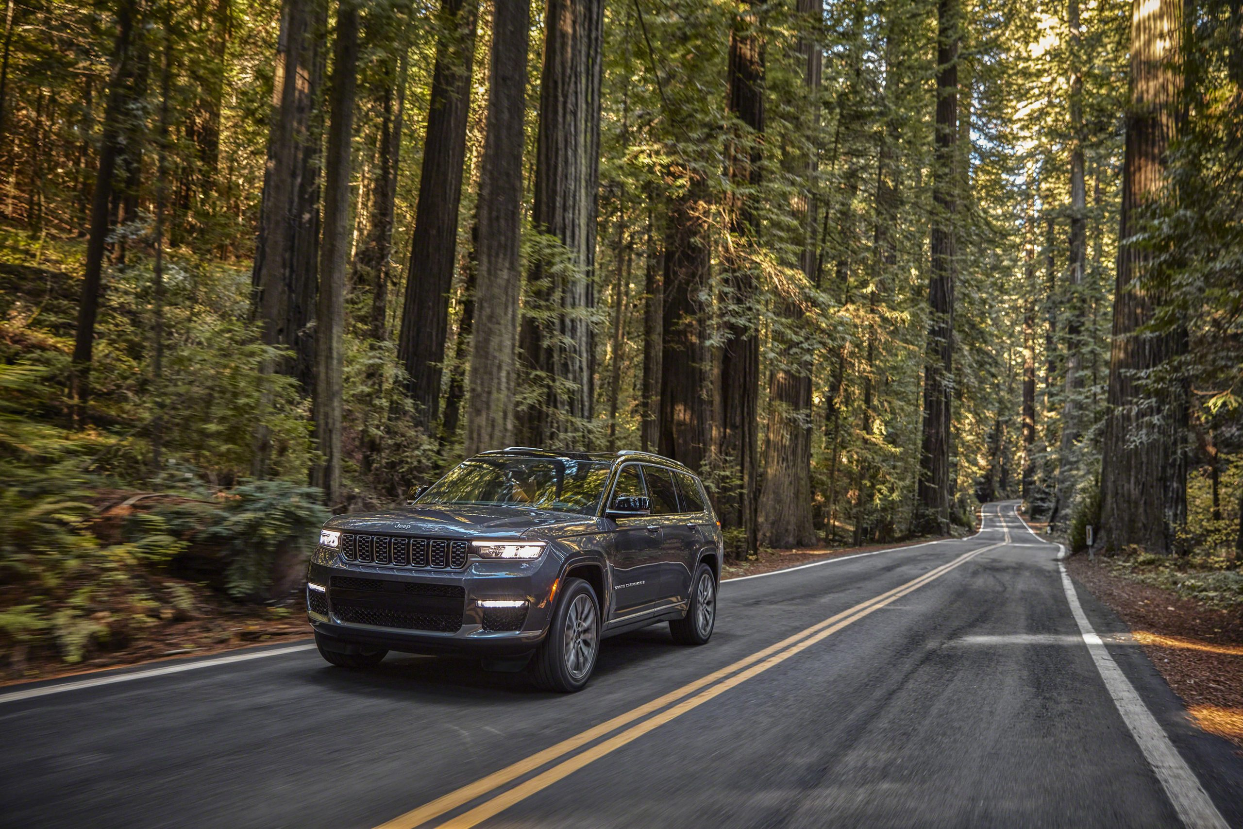 Jeep Grand Cherokee L Summit Reserve front three-quarter dynamic action