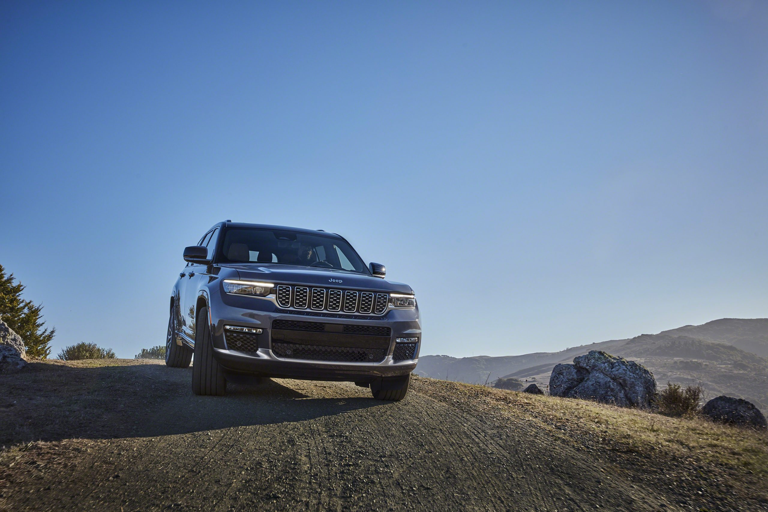 Jeep Grand Cherokee L Summit Reserve front descent