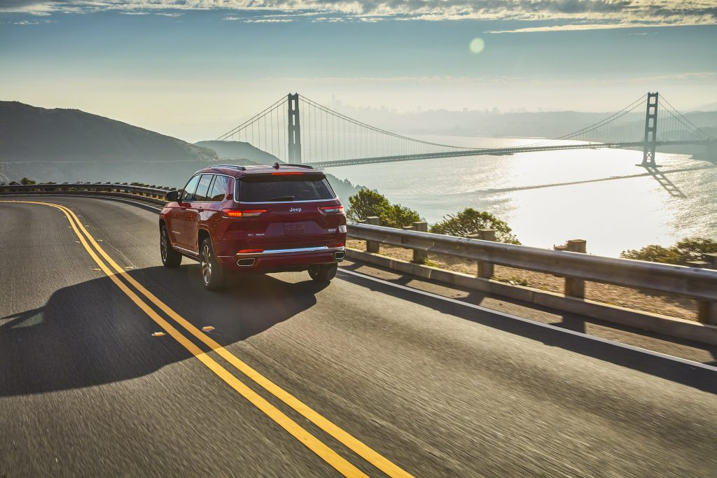 Jeep Grand Cherokee L Overland rear three-quarter dynamic action