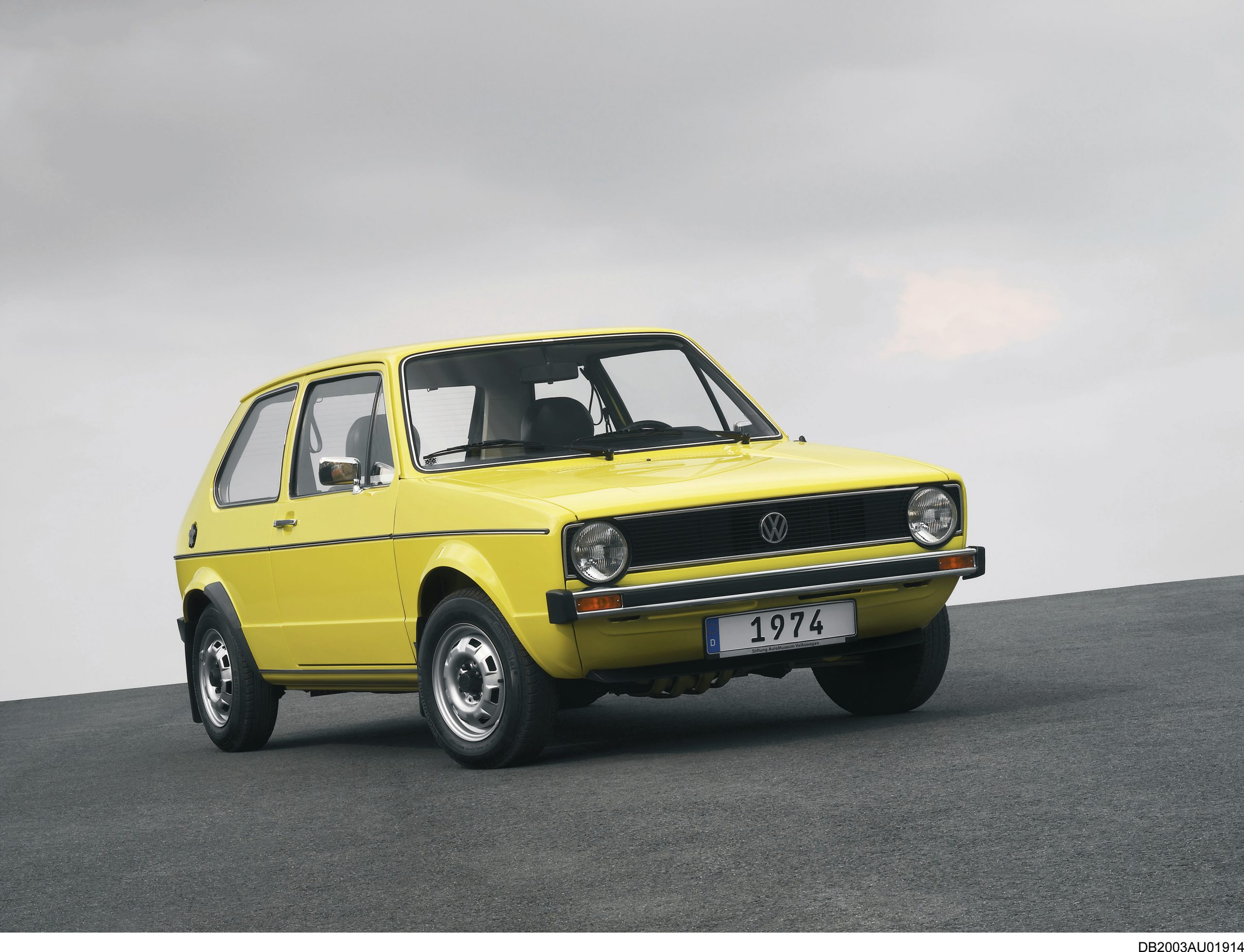 Volkswagen Golf mk1 front three-quarter