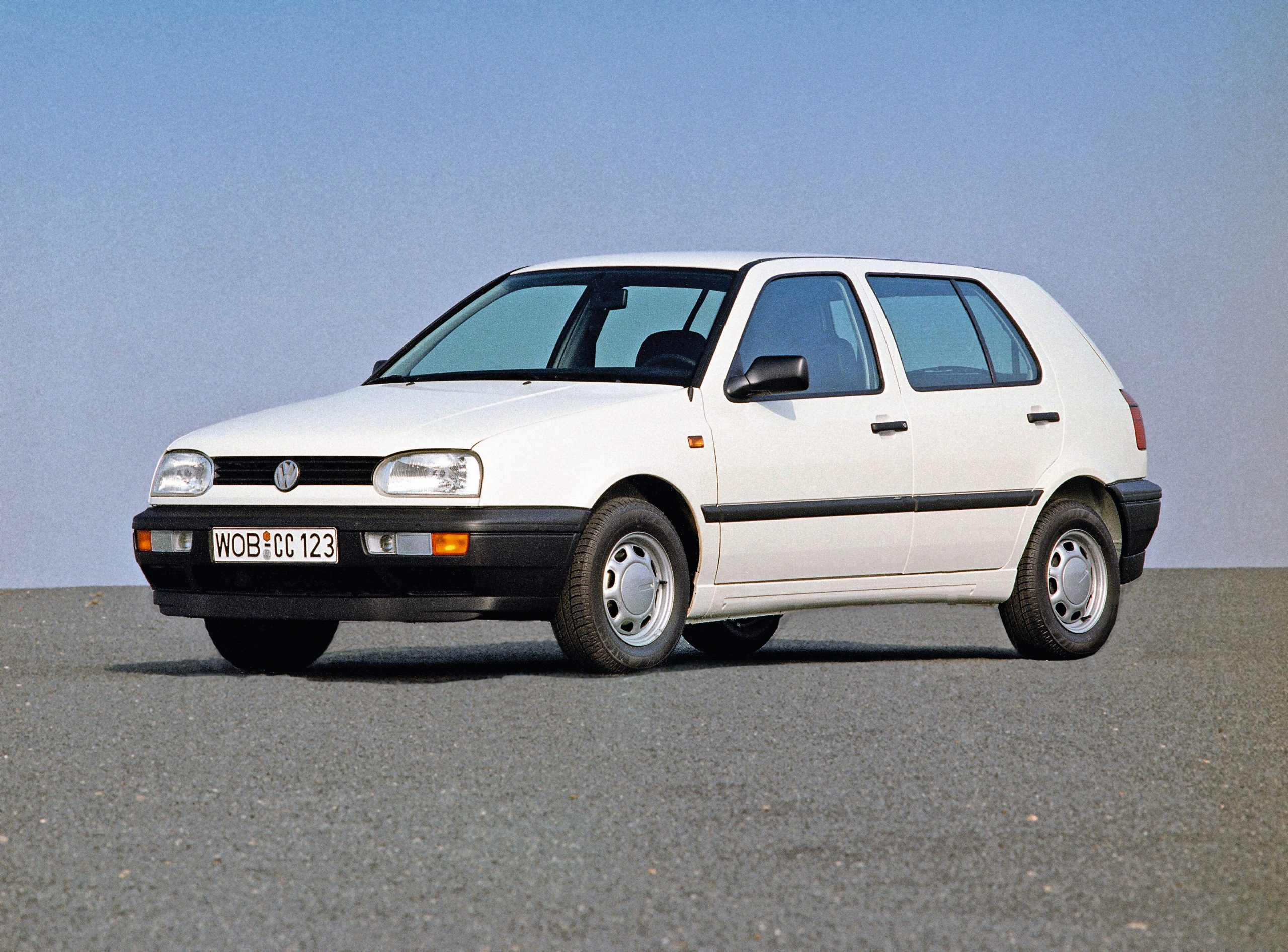 Volkswagen Golf mk3 front three-quarter