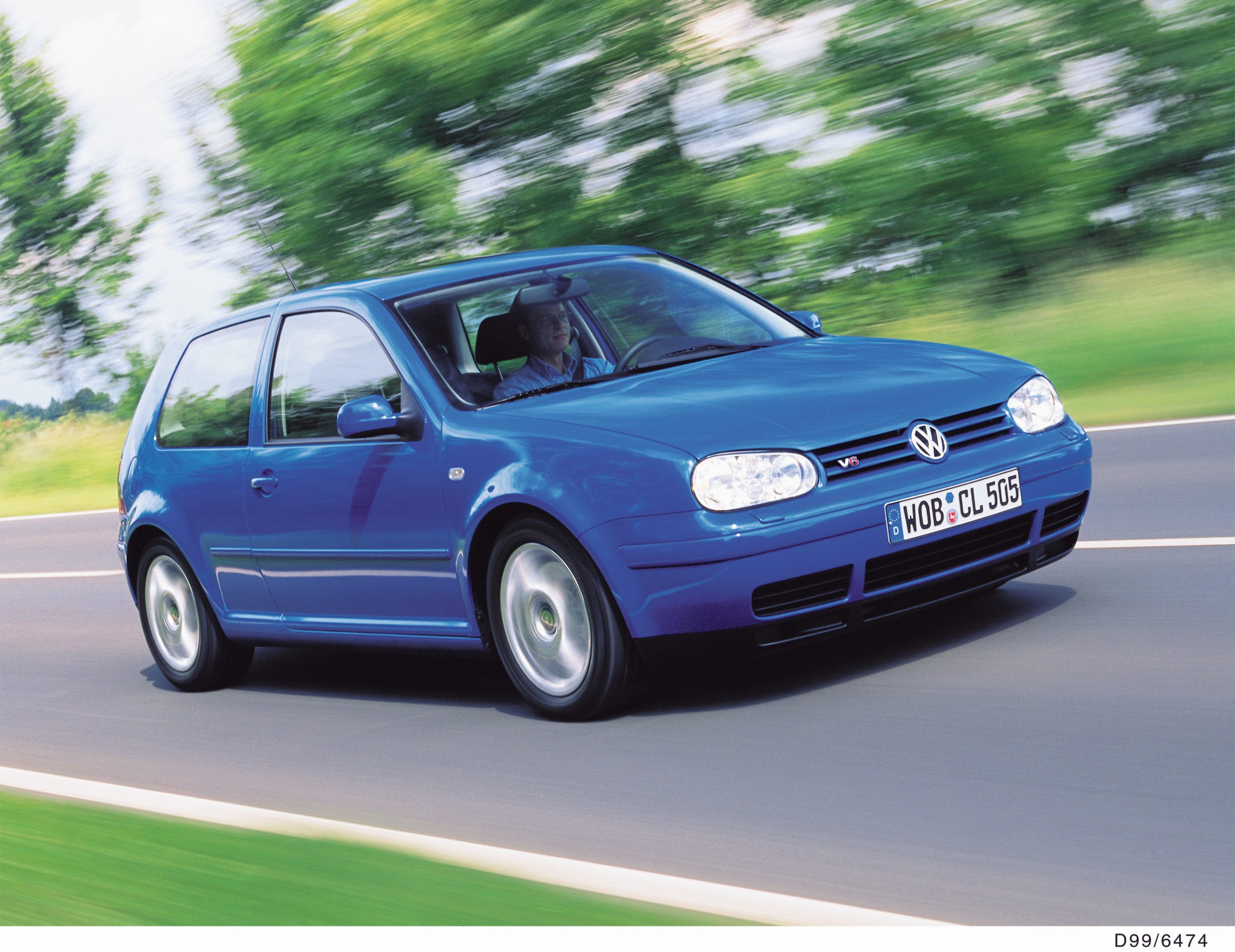 Volkswagen Golf mk4 front three-quarter action