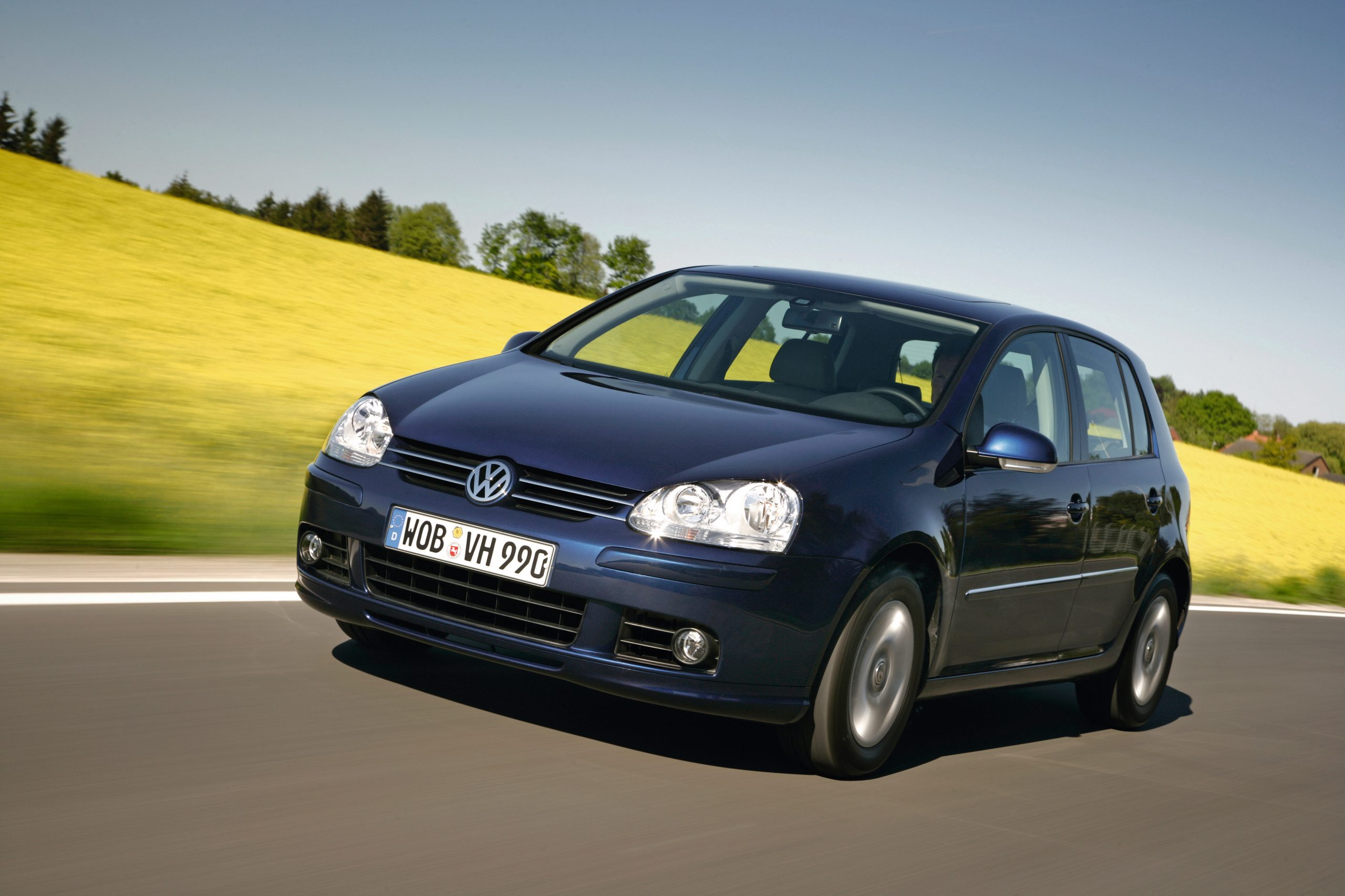 Volkswagen Golf mk5 front three-quarter action