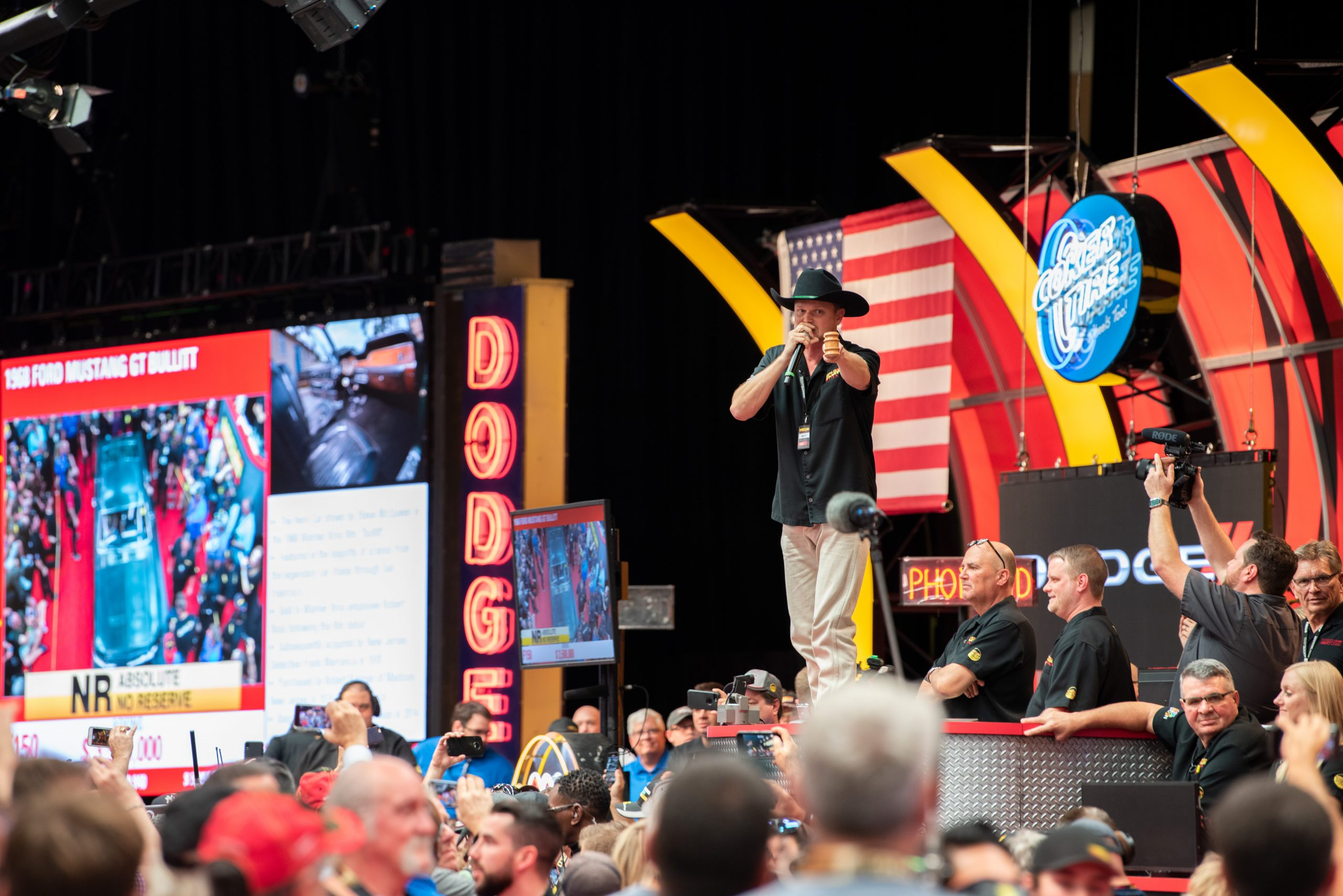 Mecum Auctioneer pointing