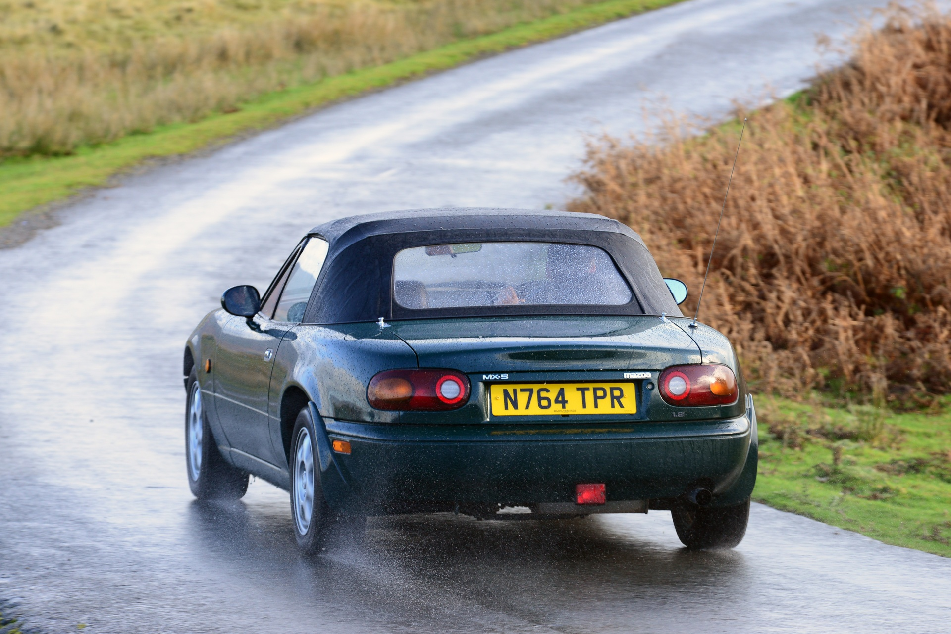 Mazda MX-5 rear dynamic action