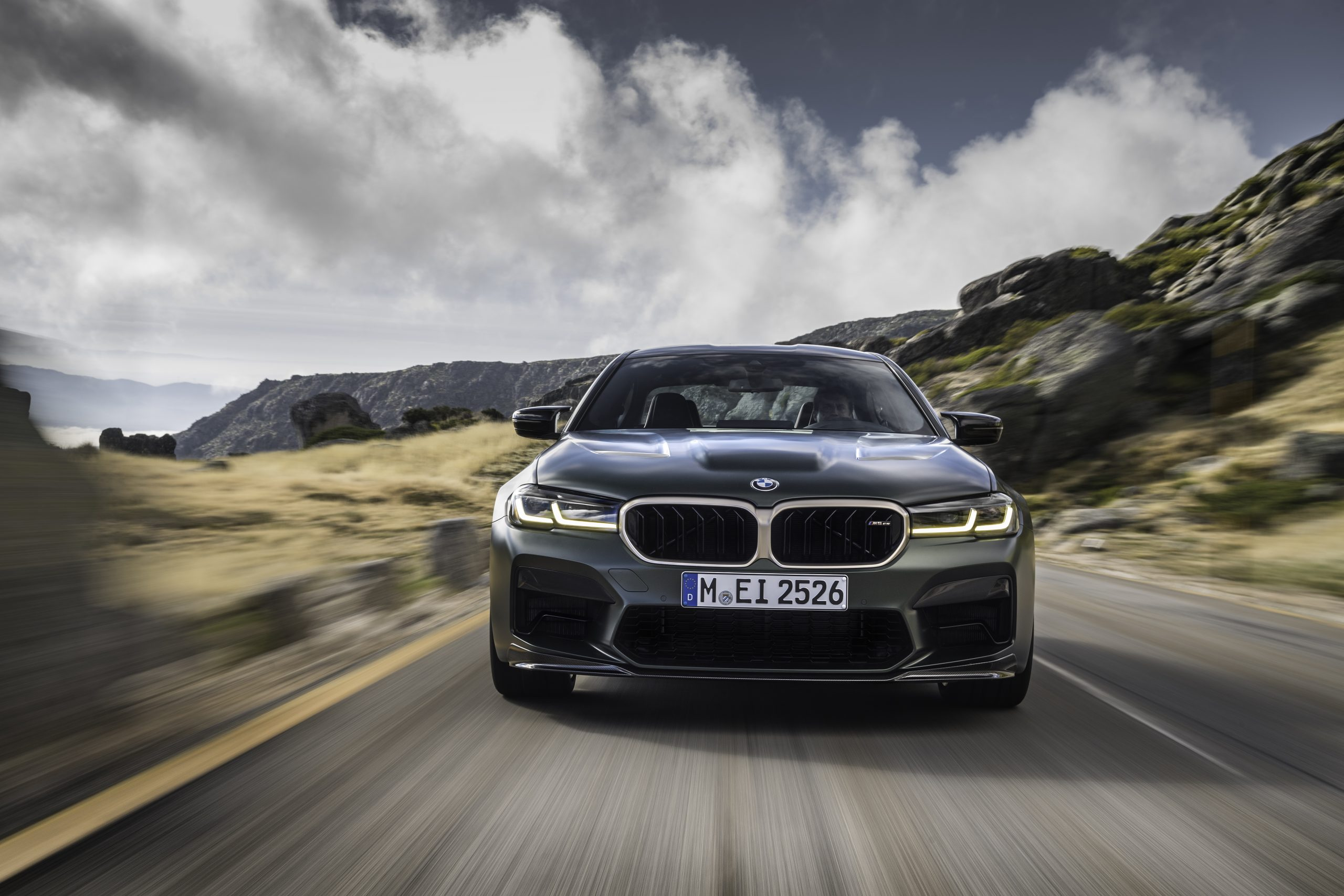 BMW M5 CS front tracking