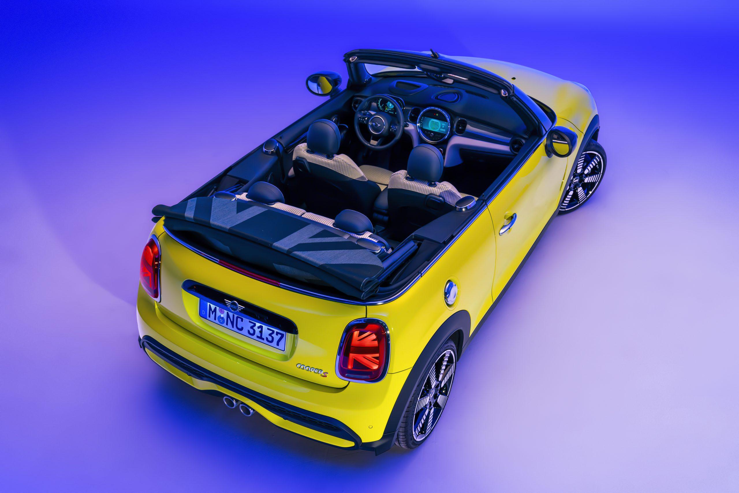 2022 Mini Cooper S convertible union jack top down