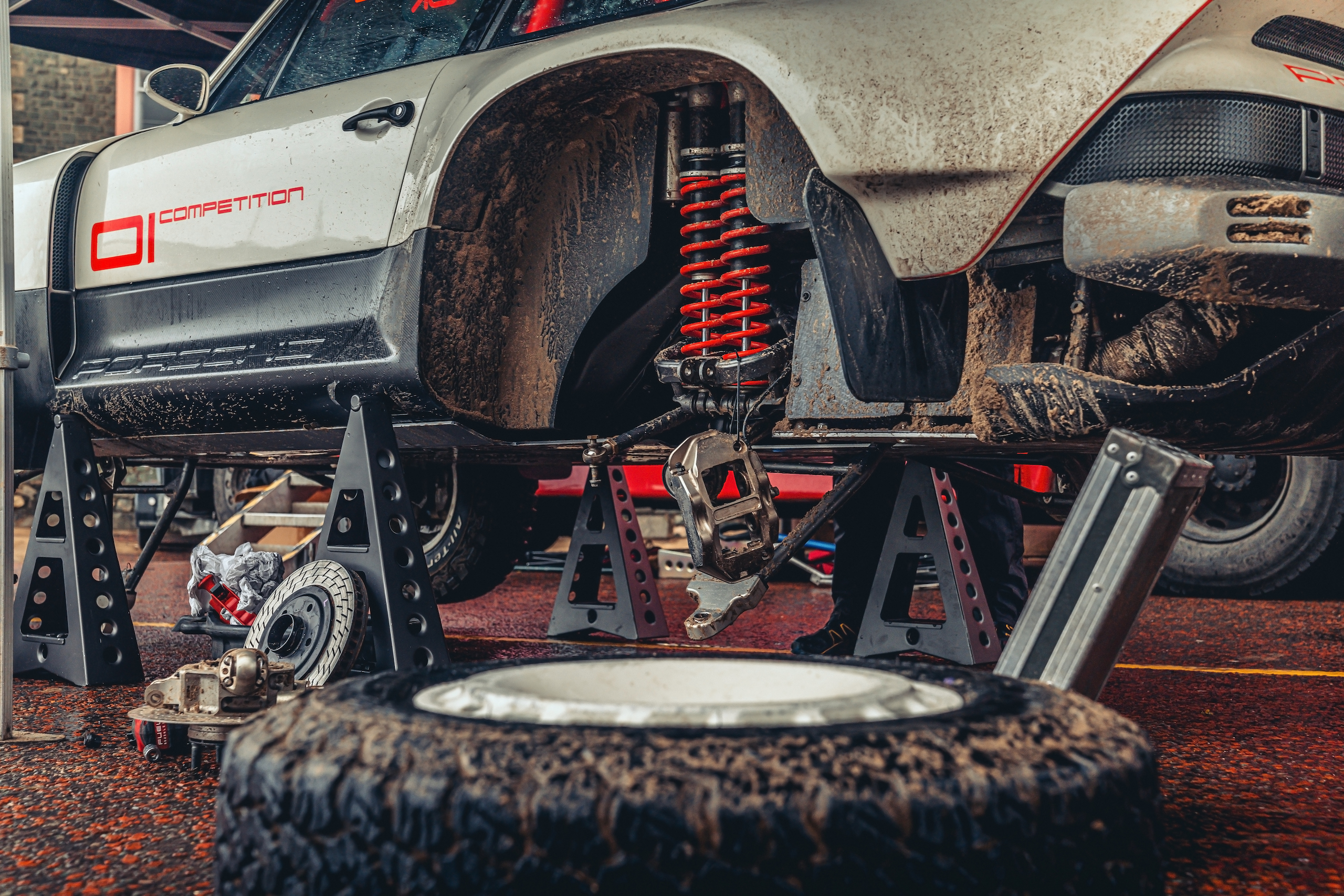 Singer All-Terrain Competition Study suspension close