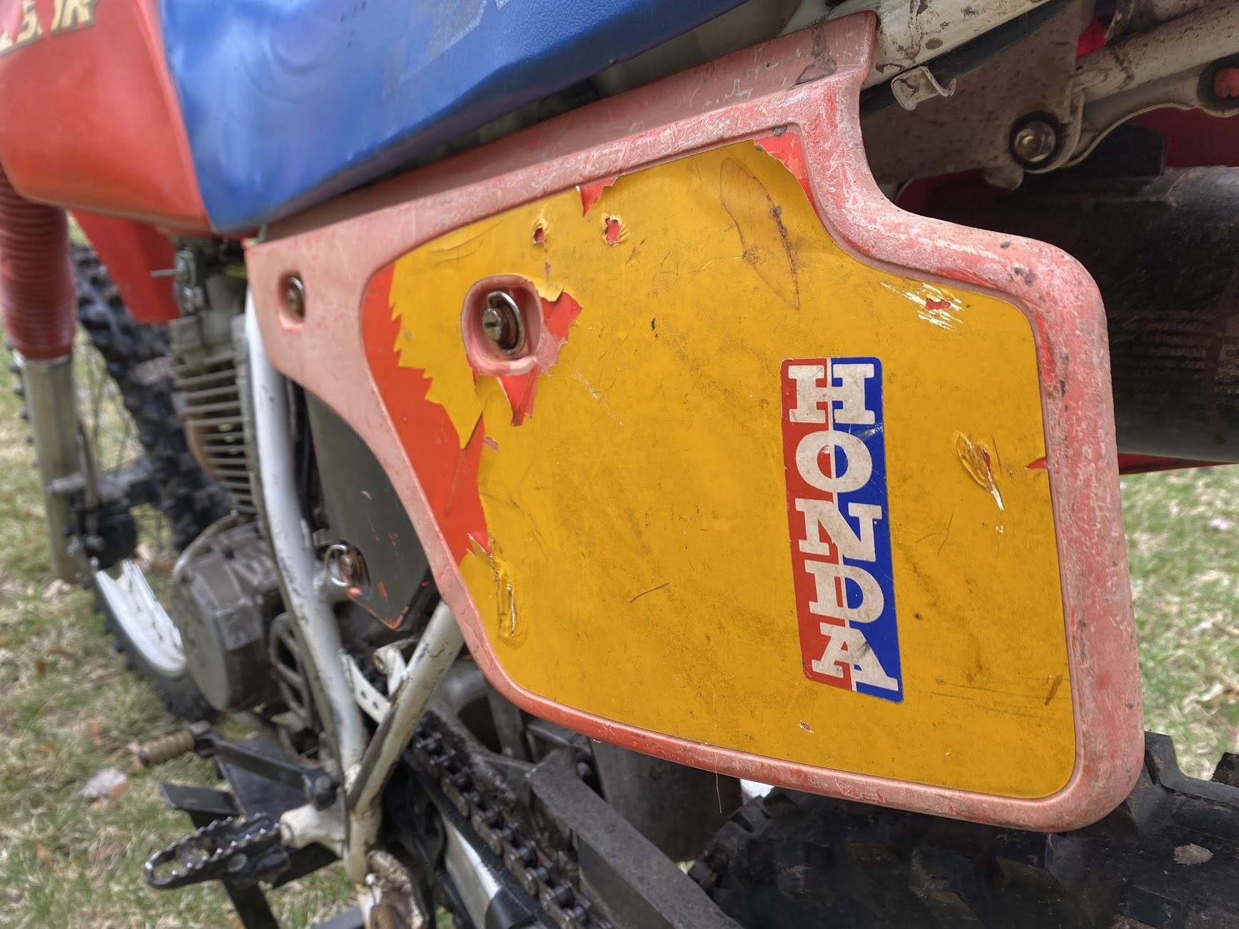 Honda Xr250 side panel