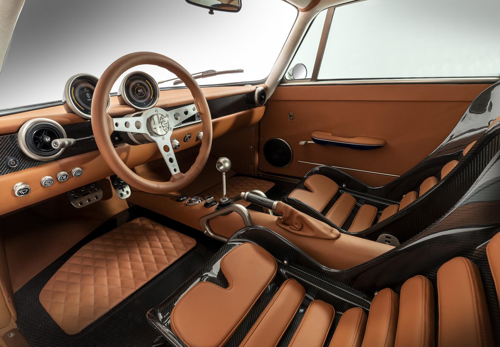 Totem Automobili interior