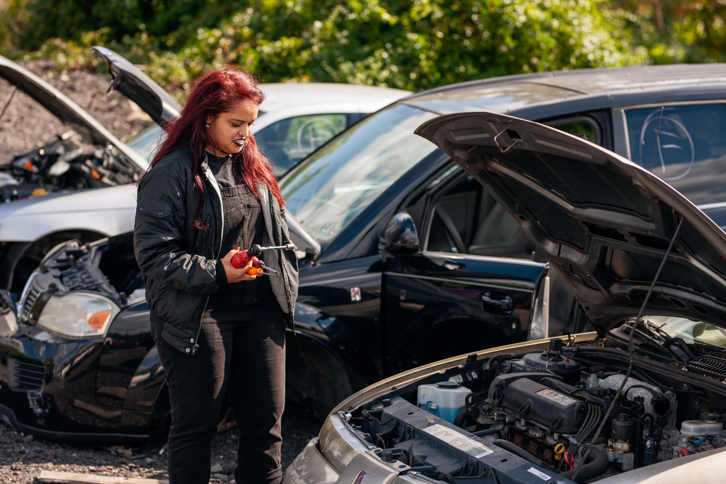 saturn enthusiast jessie at junkyard