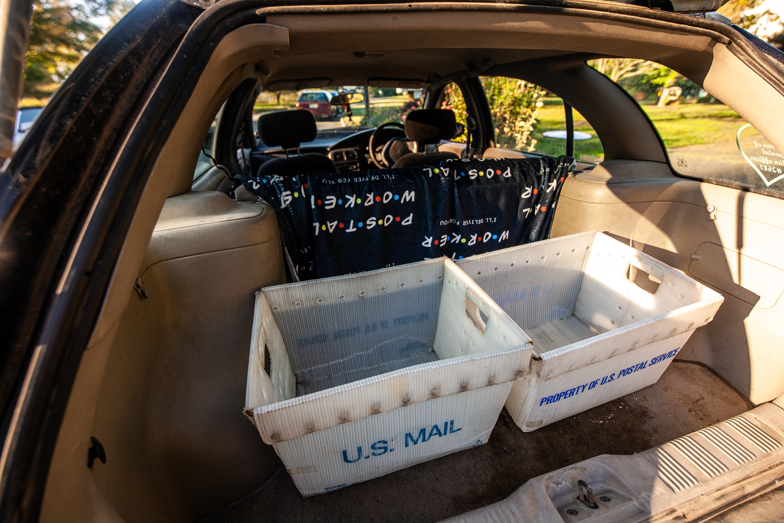 saturn wagon cargo space mail carrier totes