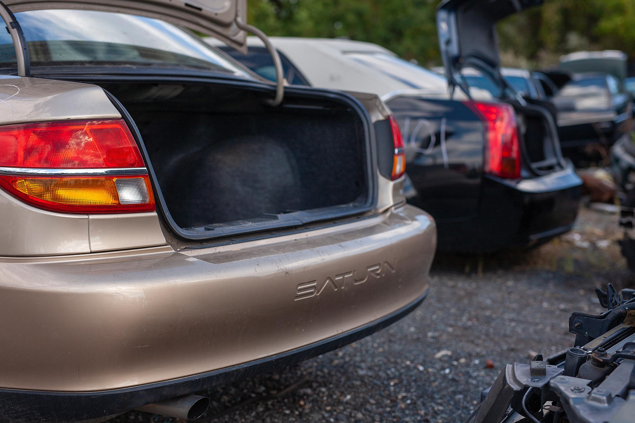 saturn open trunk junkyard