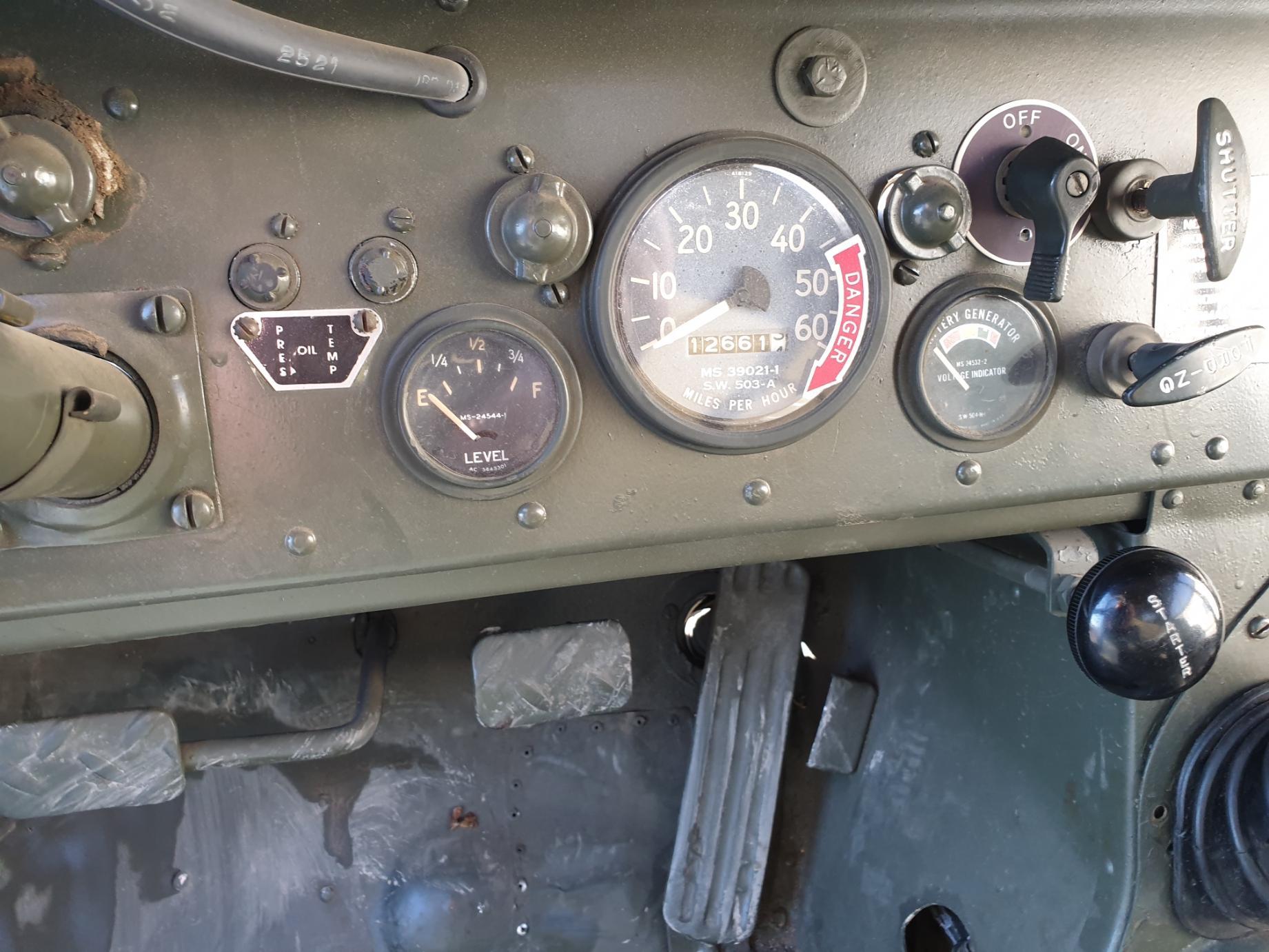 AMC M442A1 Mighty Mite gauges