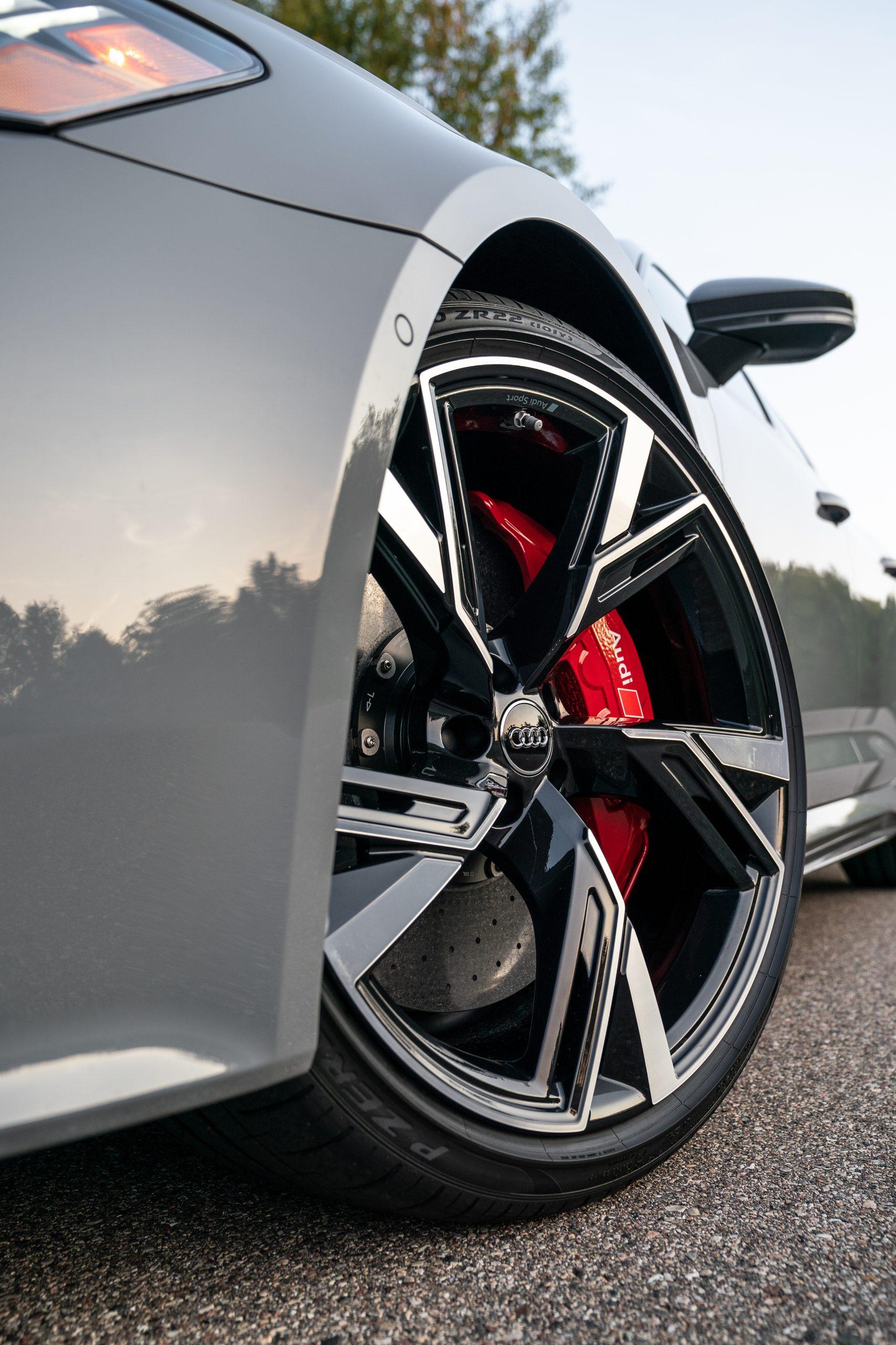 RS 6 Avant Nardo Gray front wheel detail