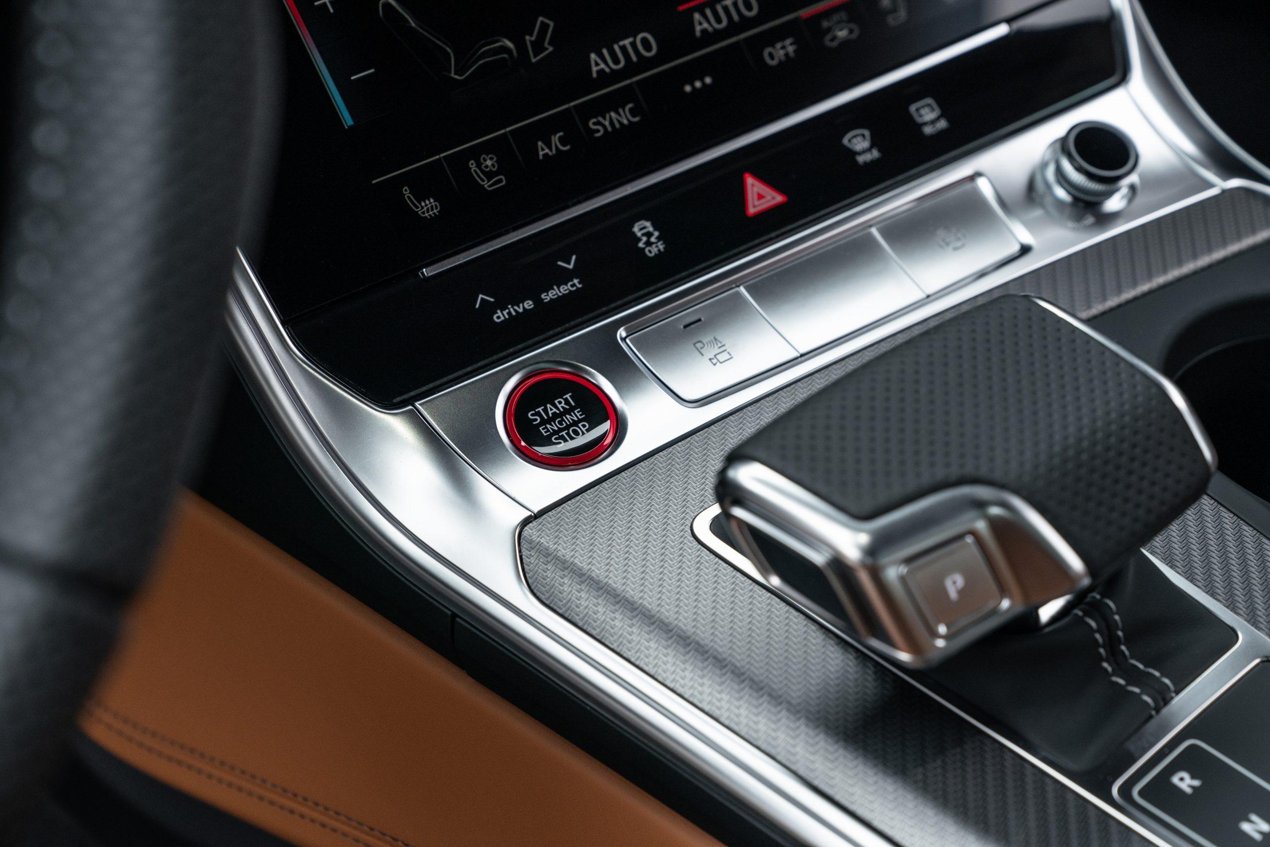 RS 6 Avant Nardo Gray interior center console detail close