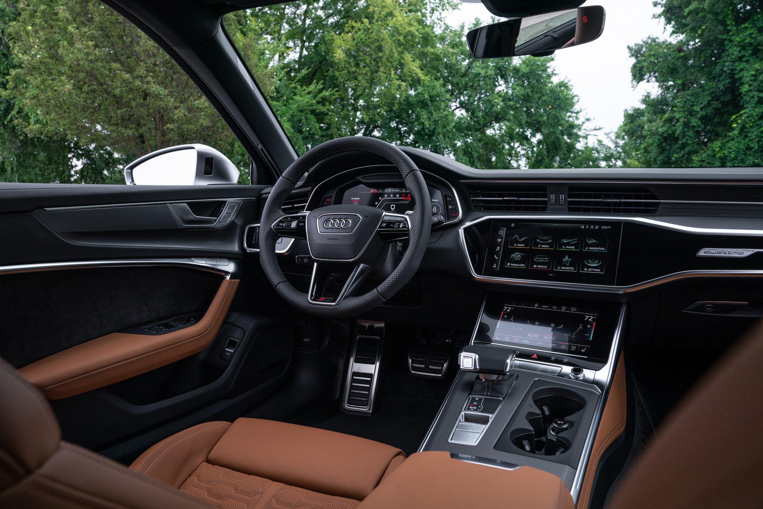 RS 6 Avant Nardo Gray interior front dash angle