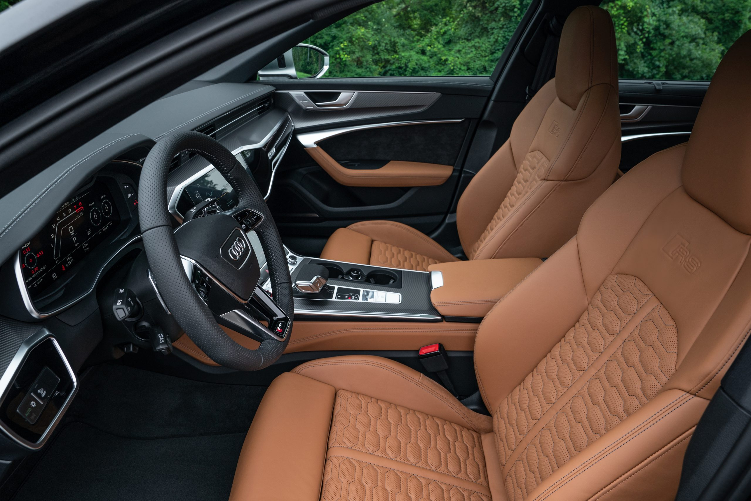 RS 6 Avant Nardo Gray interior front side profile