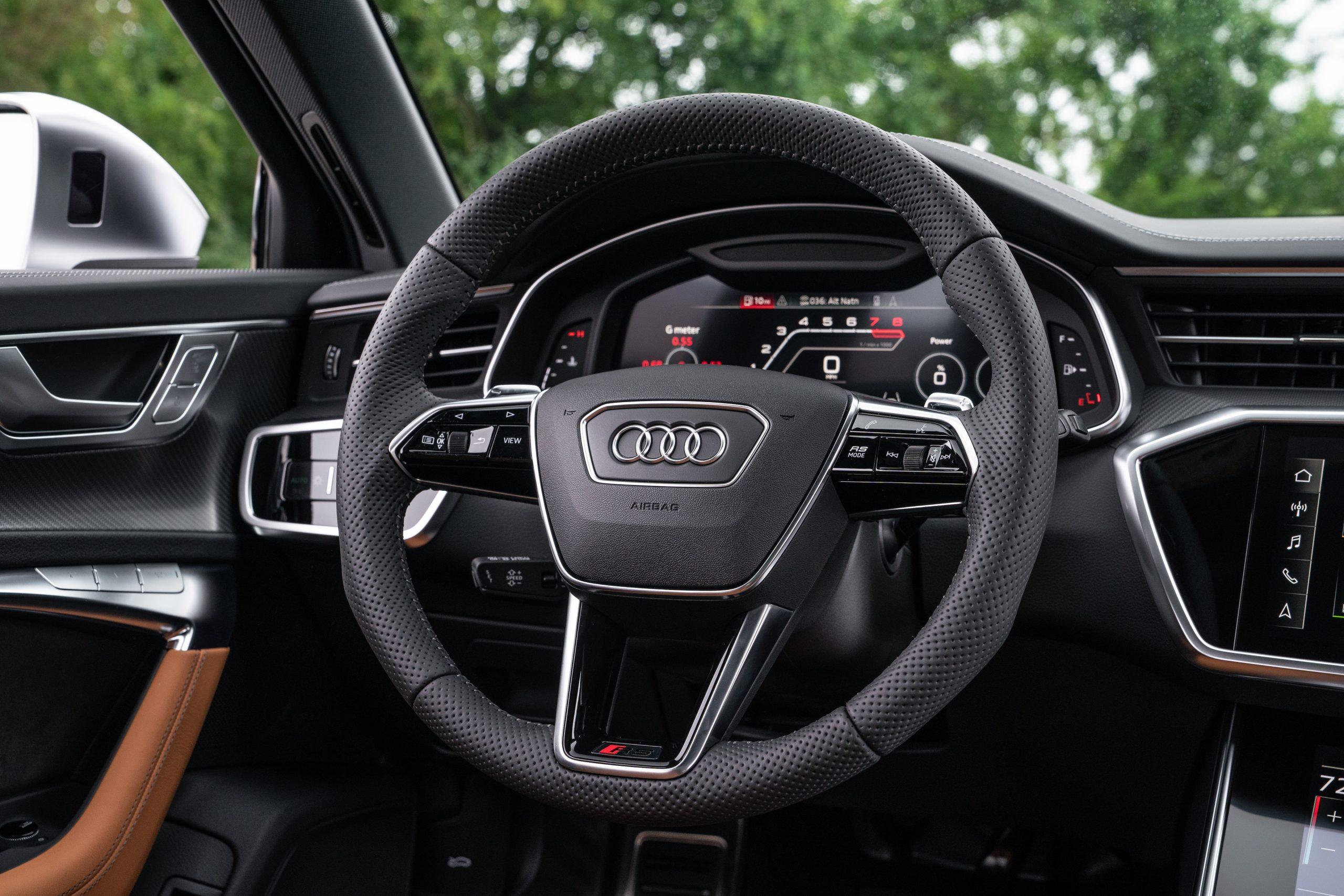 RS 6 Avant Nardo Gray interior steering wheel detail