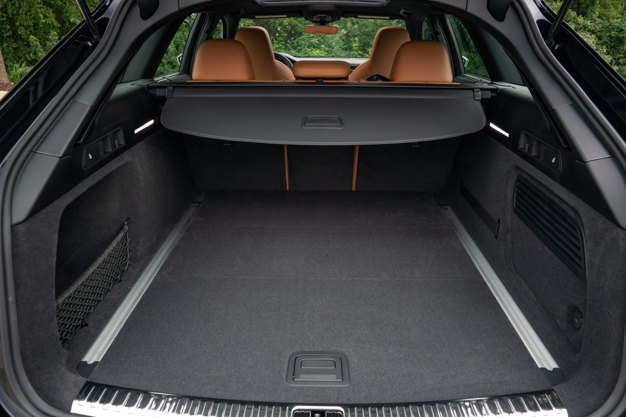 RS 6 Avant Nardo Gray interior cargo room are seats up privacy shade