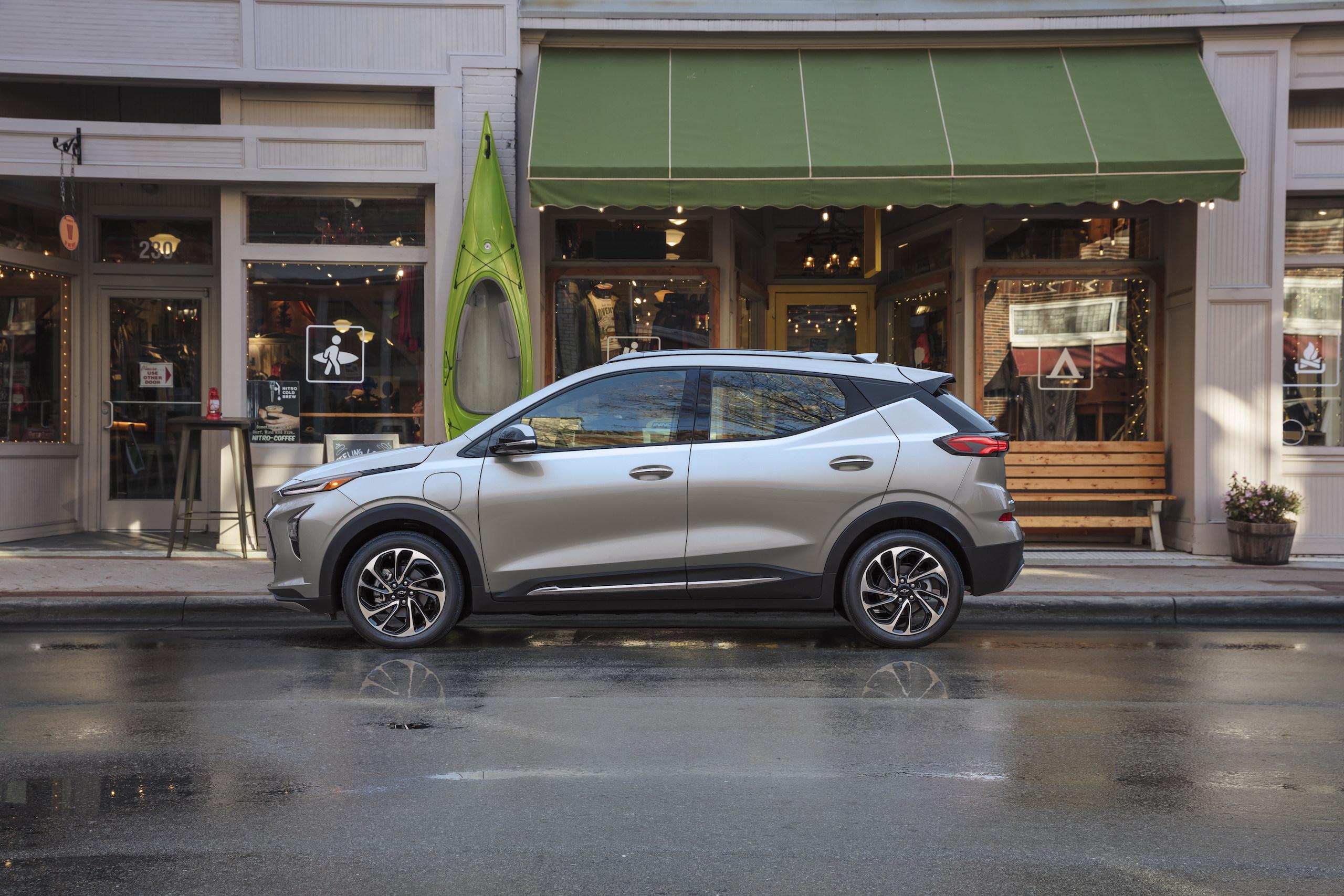 2022 Chevrolet Bolt EUV side profile