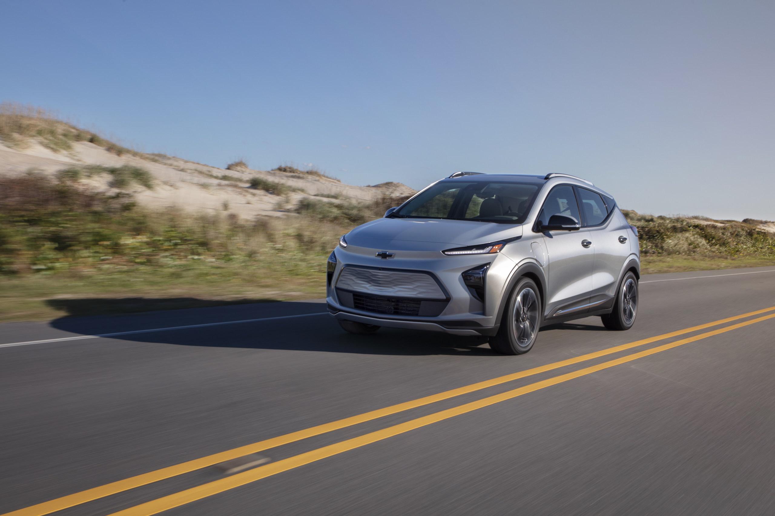 2022 Chevrolet Bolt EUV front three-quarter action
