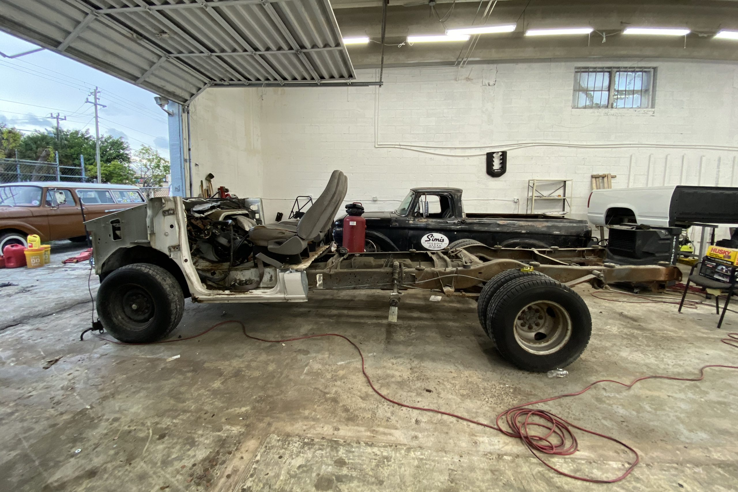Cut down Ford Econoline Van chassis and engine